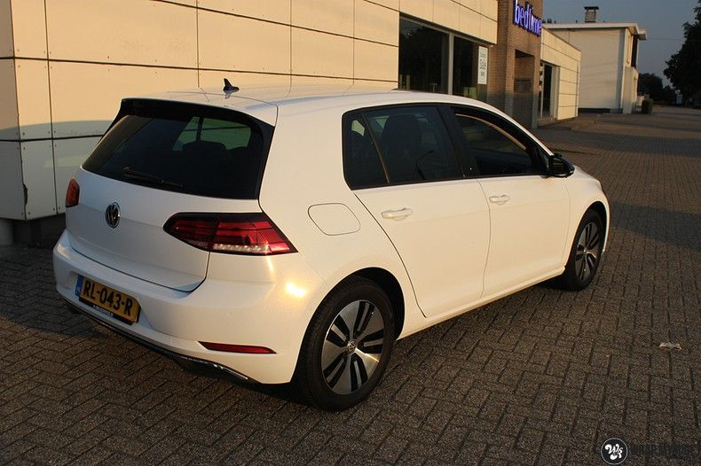 vw e-golf 3m glosse white gold sparkle, Carwrapping door Wrapmyride.nu Foto-nr:11722, ©2020