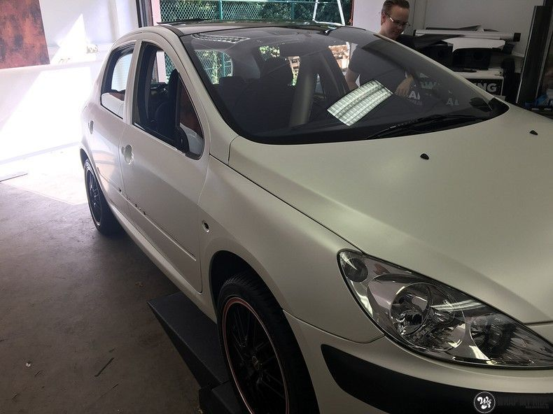Peugeot 307 3m satin white pearl, Carwrapping door Wrapmyride.nu Foto-nr:11713, ©2020