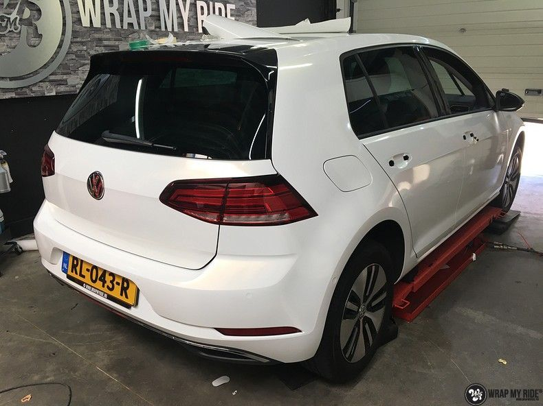 vw e-golf 3m glosse white gold sparkle, Carwrapping door Wrapmyride.nu Foto-nr:11738, ©2020