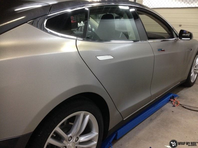 Tesla Model S brushed titanium, Carwrapping door Wrapmyride.nu Foto-nr:9081, ©2021