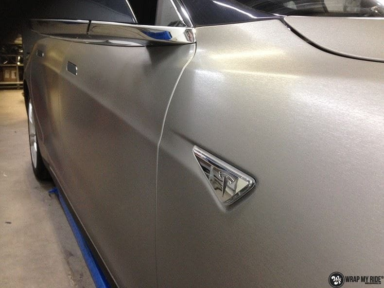 Tesla Model S brushed titanium, Carwrapping door Wrapmyride.nu Foto-nr:9078, ©2018