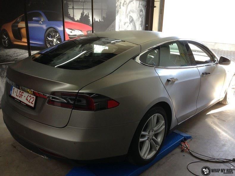 Tesla Model S brushed titanium, Carwrapping door Wrapmyride.nu Foto-nr:9079, ©2018