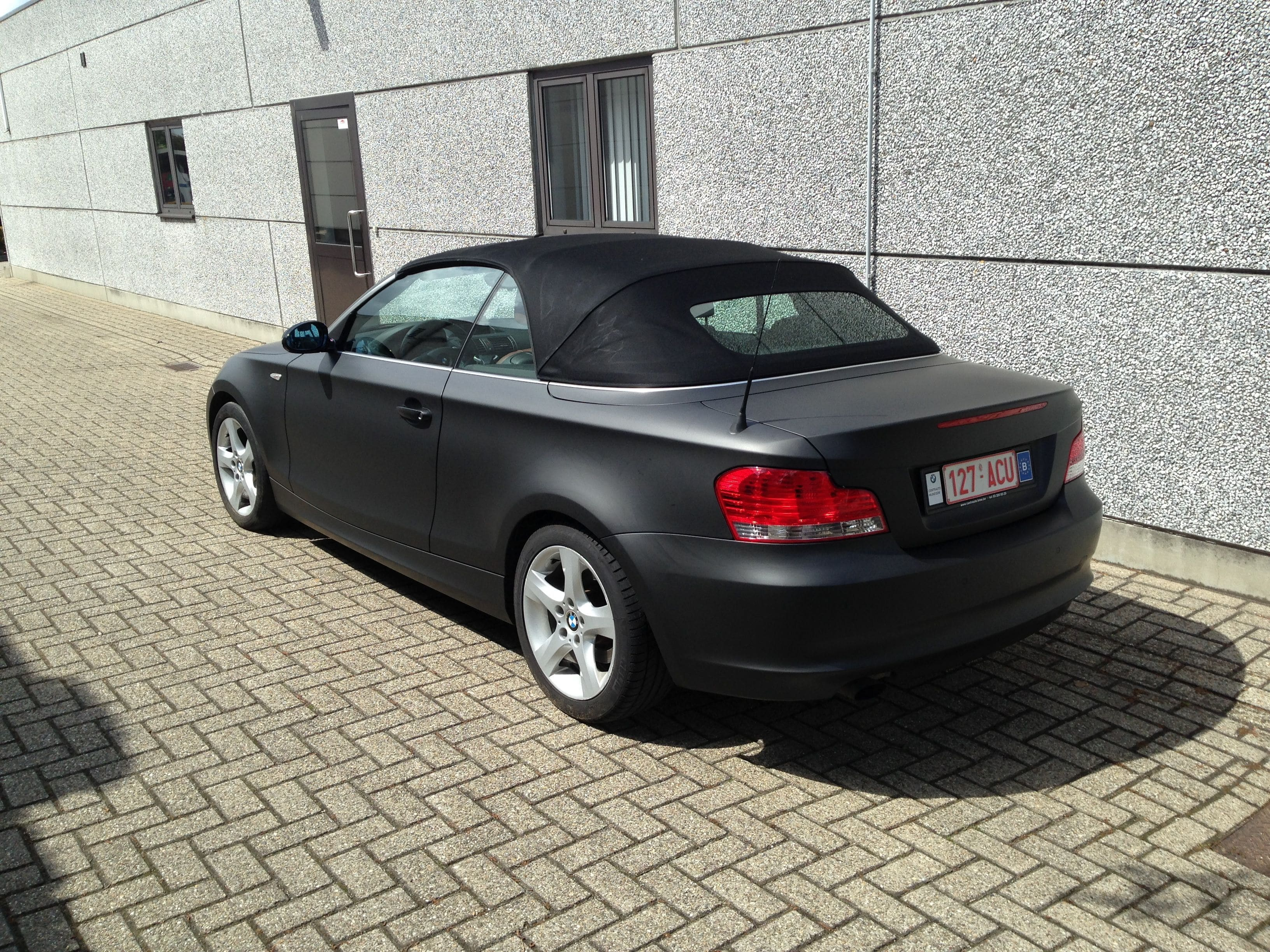 BMW 1 Serie Cabrio met Mat Zwarte Wrap, Carwrapping door Wrapmyride.nu Foto-nr:5191, ©2021