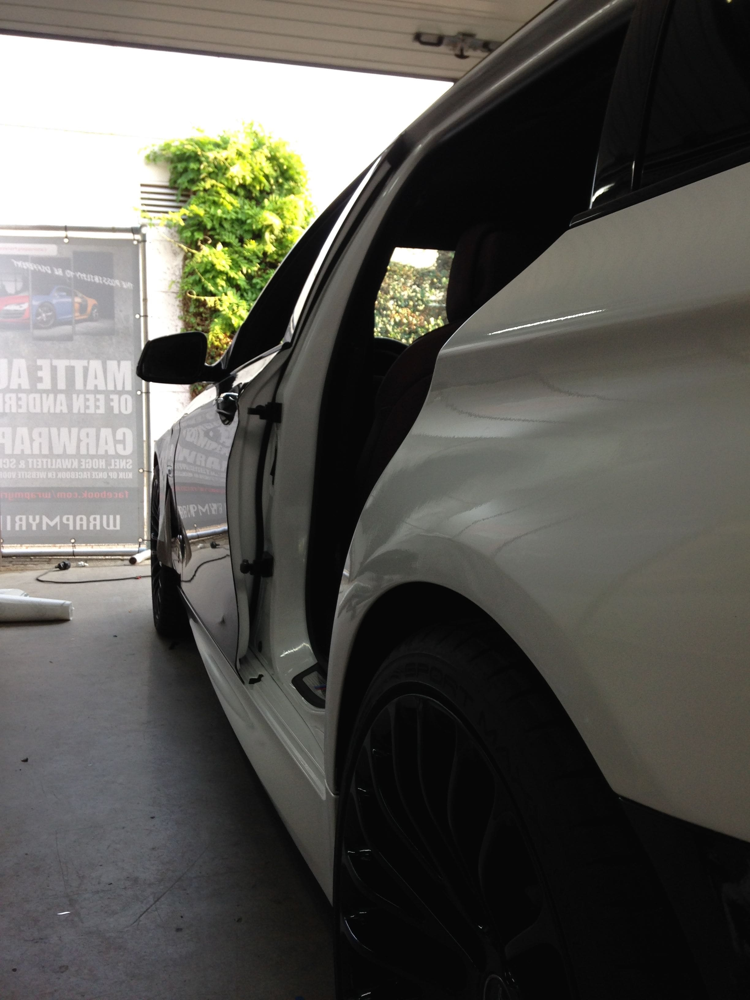 BMW 5 serie in een Full Glossy White Wrap, Carwrapping door Wrapmyride.nu Foto-nr:5240, ©2021