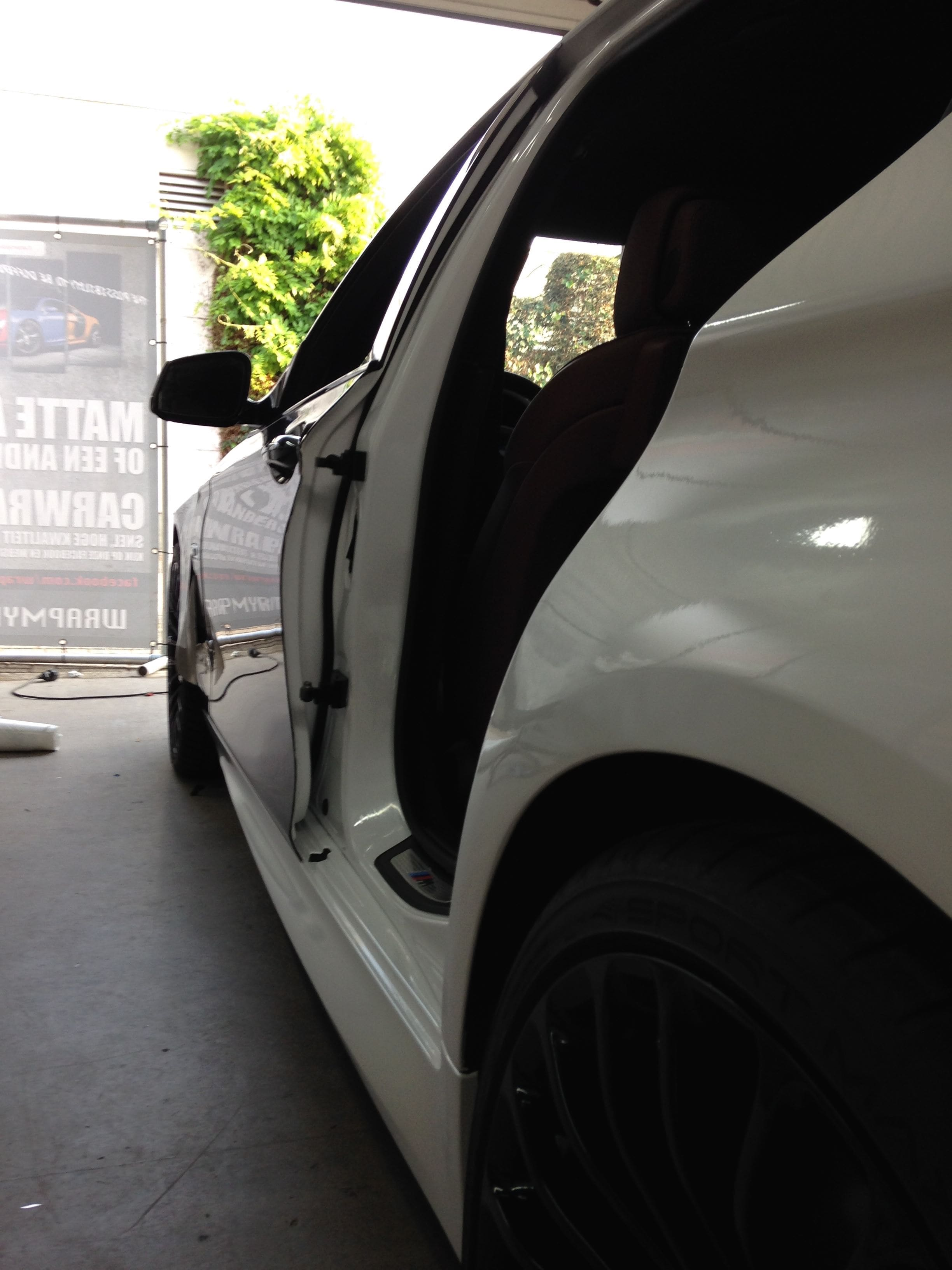 BMW 5 serie in een Full Glossy White Wrap, Carwrapping door Wrapmyride.nu Foto-nr:5241, ©2021