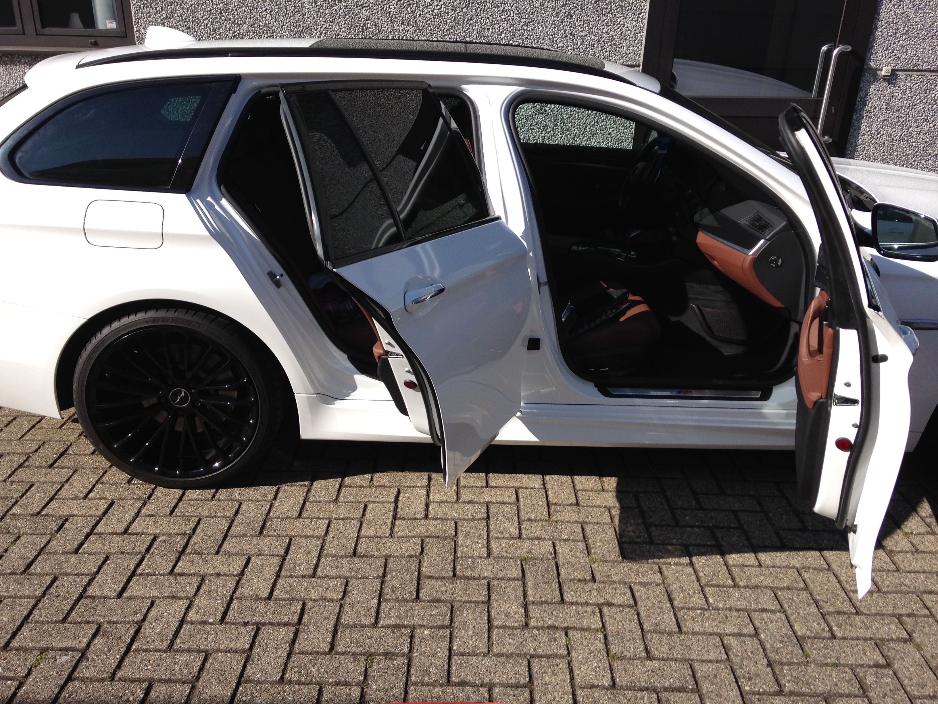 BMW 5 serie in een Full Glossy White Wrap, Carwrapping door Wrapmyride.nu Foto-nr:5251, ©2021