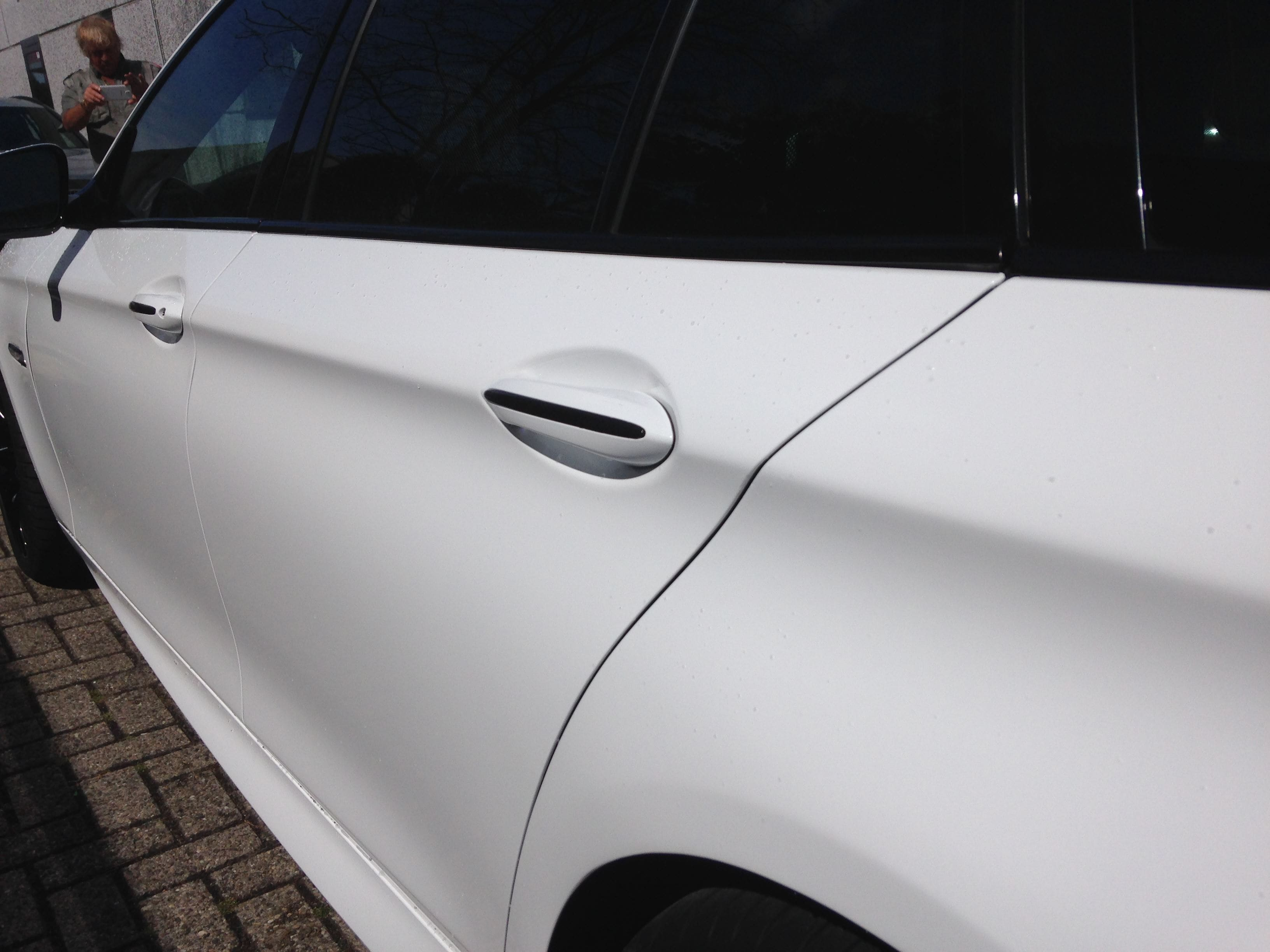 BMW 5 serie in een Full Glossy White Wrap, Carwrapping door Wrapmyride.nu Foto-nr:5254, ©2021