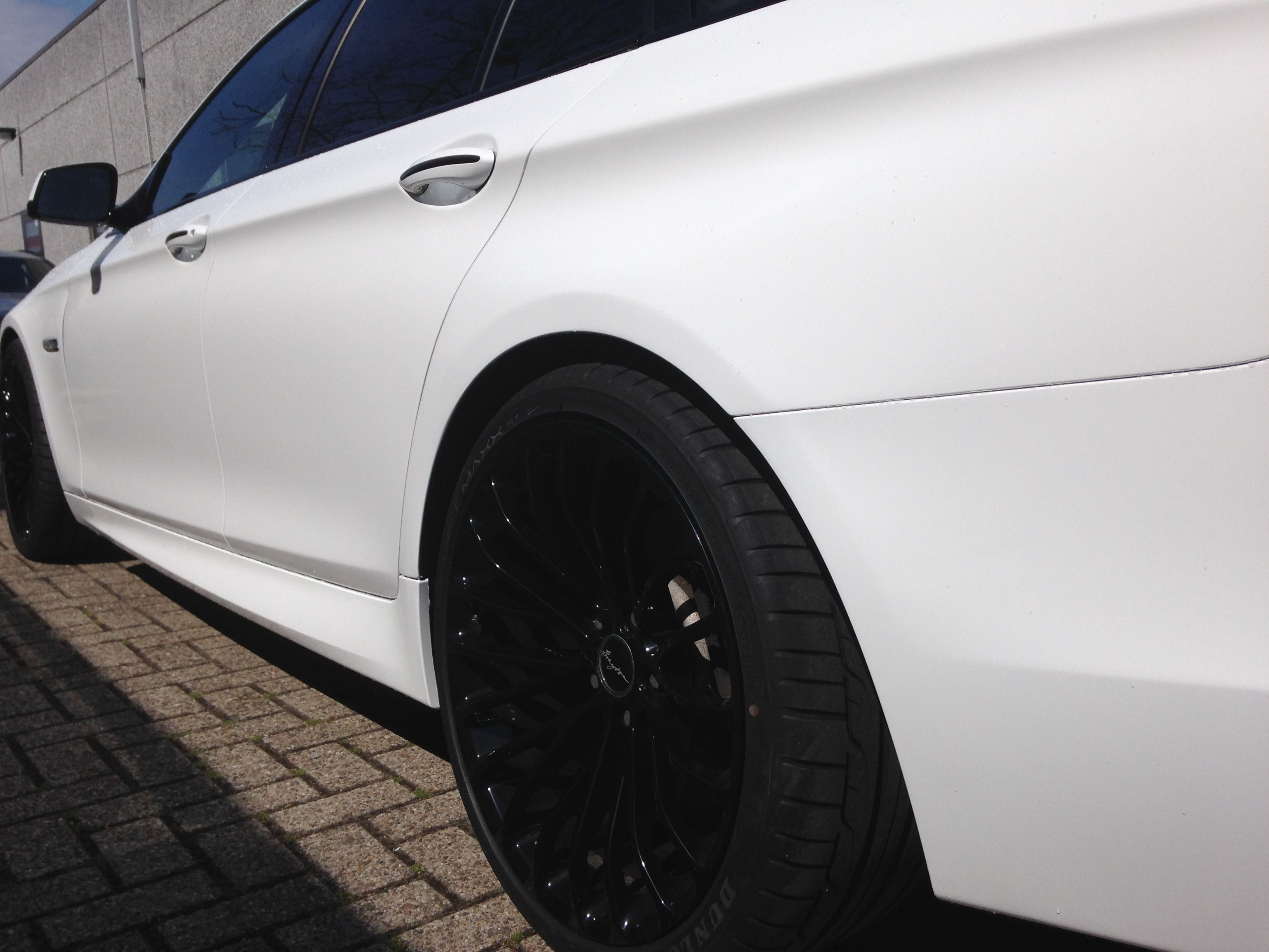 BMW 5 serie in een Full Glossy White Wrap, Carwrapping door Wrapmyride.nu Foto-nr:5255, ©2021