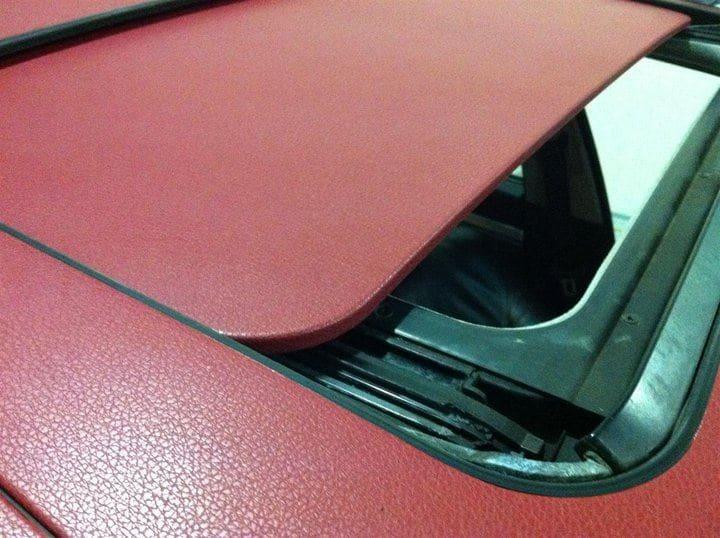 BMW E39 met Witte Wrap met Rood Lederen Accenten, Carwrapping door Wrapmyride.nu Foto-nr:5341, ©2021
