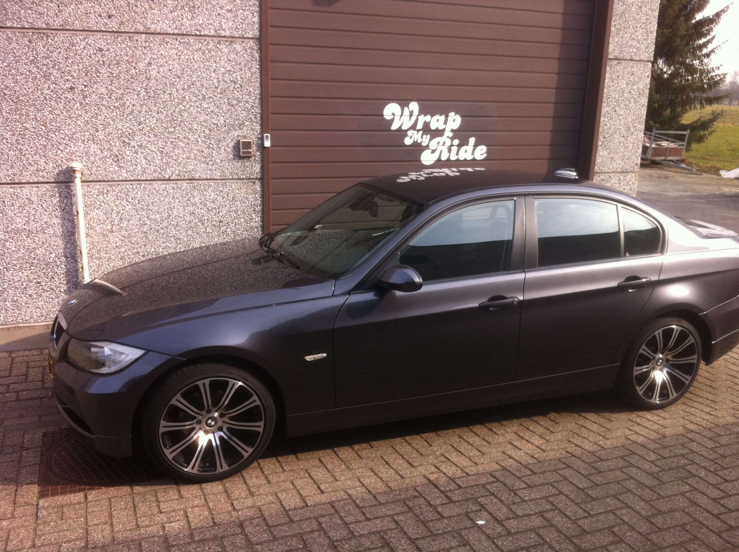 BMW E90 met Gunpowder Wrap, Carwrapping door Wrapmyride.nu Foto-nr:5369, ©2021