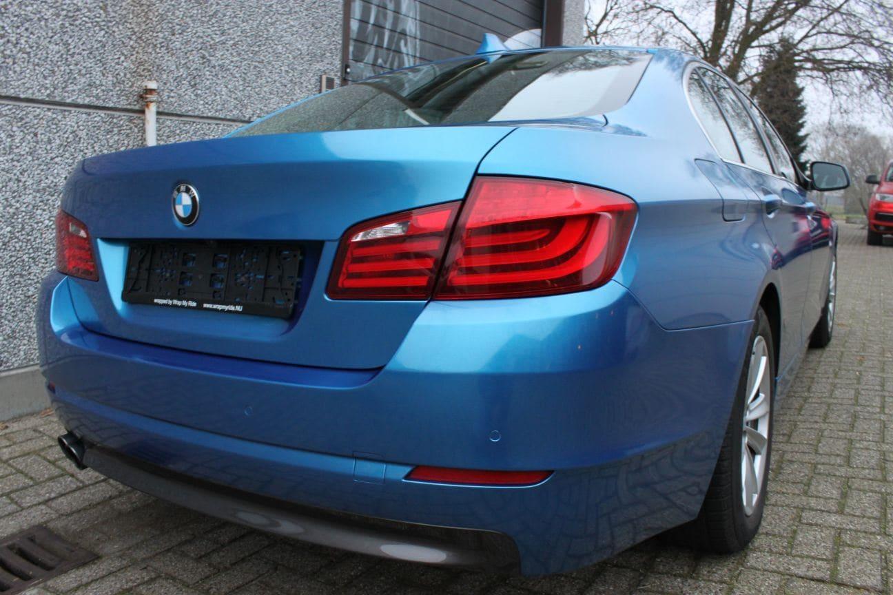 BMW F10 gloss bleu metallic, Carwrapping door Wrapmyride.nu Foto-nr:9511, ©2018