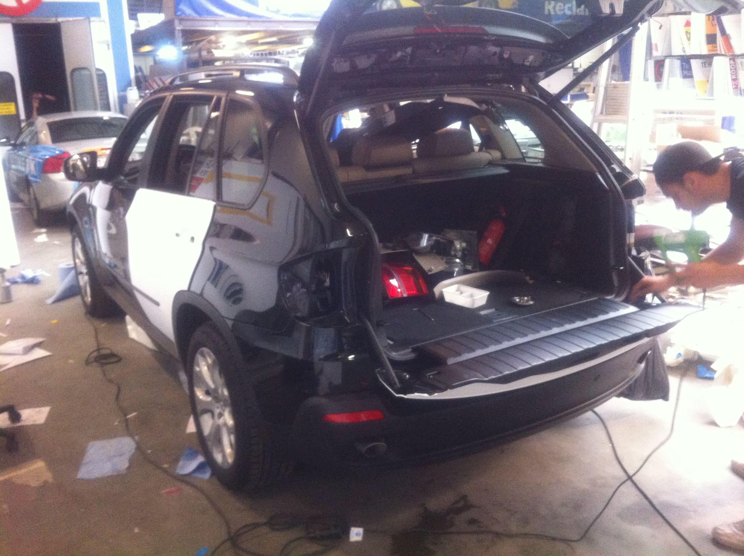 BMW X5 met een Mat Witte Wrap, Carwrapping door Wrapmyride.nu Foto-nr:5435, ©2020