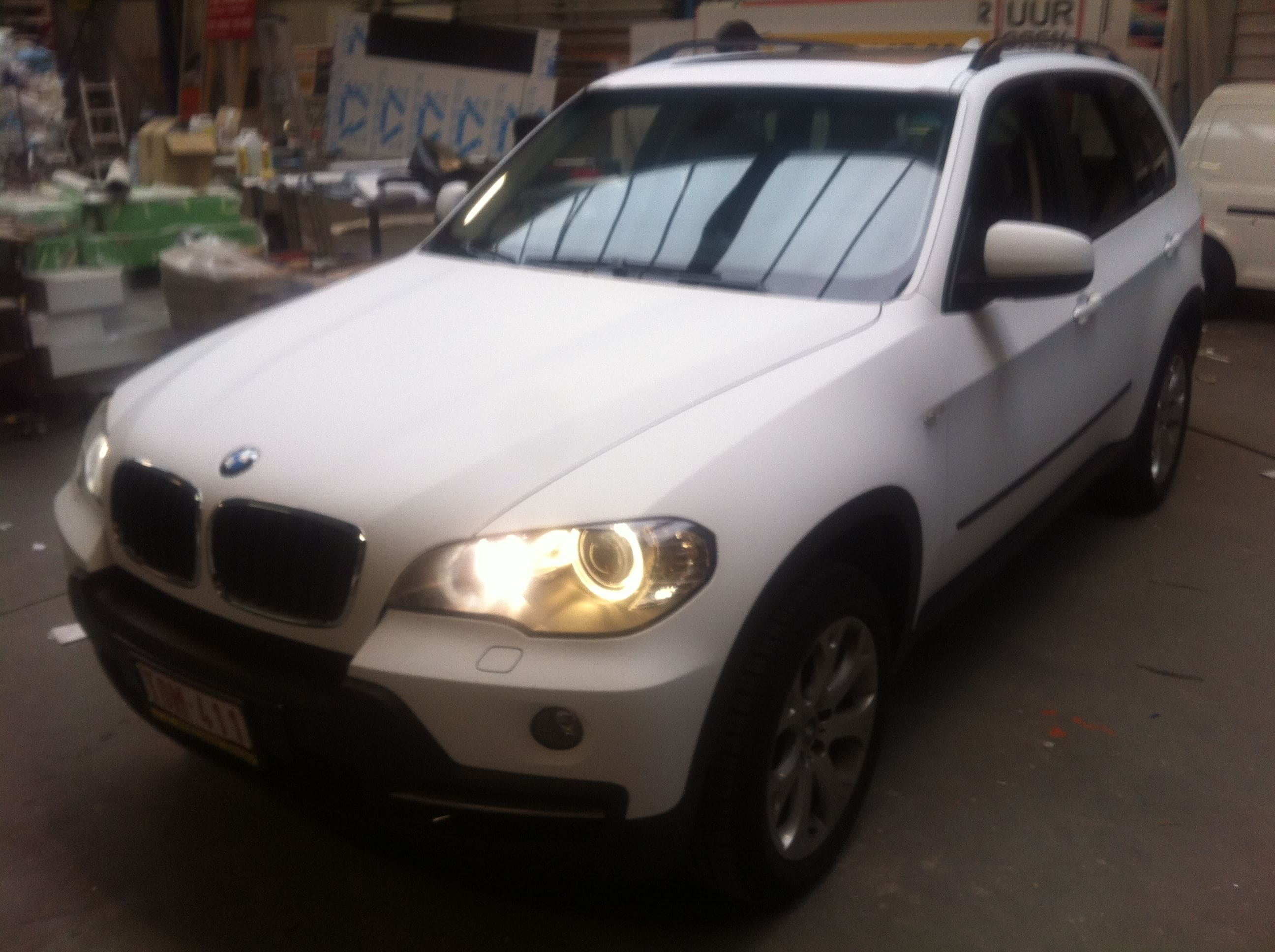 BMW X5 met een Mat Witte Wrap, Carwrapping door Wrapmyride.nu Foto-nr:5441, ©2020