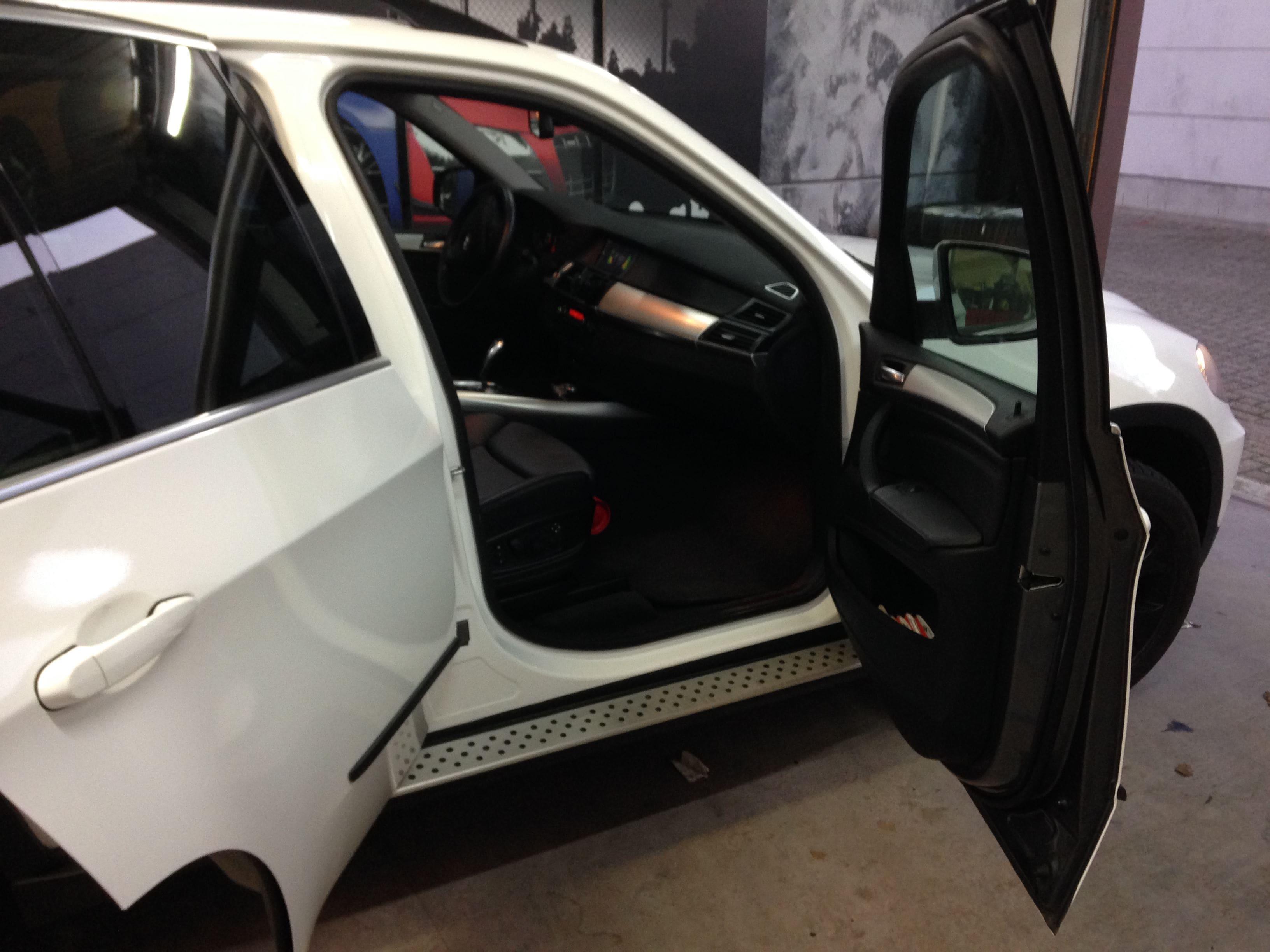 BMW X5 met Glossy White Wrap, Carwrapping door Wrapmyride.nu Foto-nr:5426, ©2021