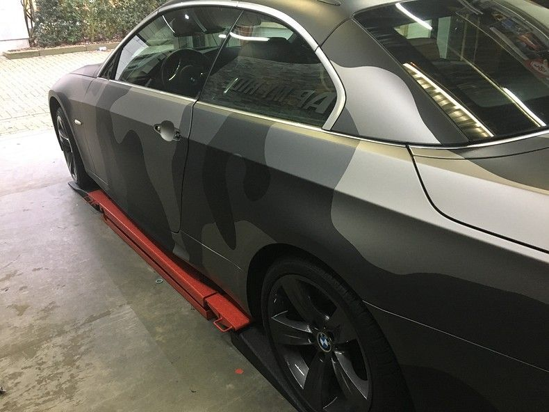BMW 330 stealth camo wrap, Carwrapping door Wrapmyride.nu Foto-nr:11962, ©2018