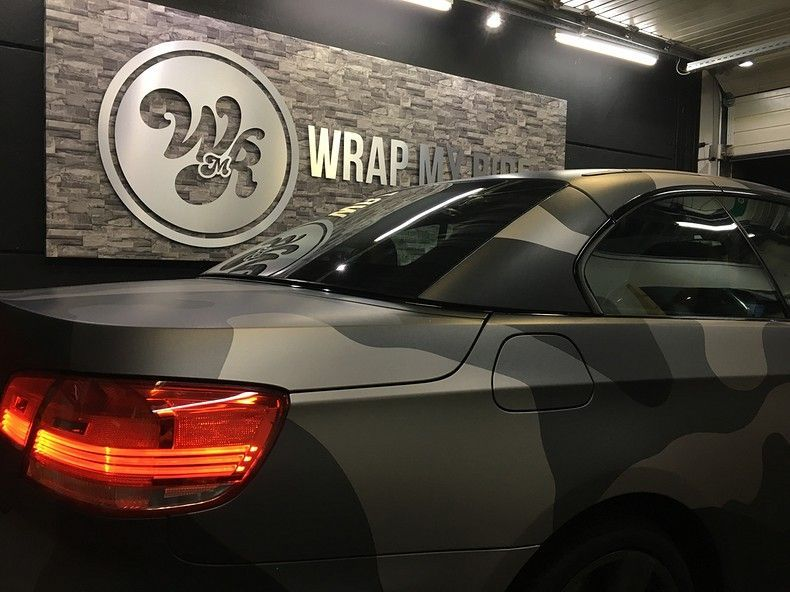 BMW 330 stealth camo wrap, Carwrapping door Wrapmyride.nu Foto-nr:11977, ©2018