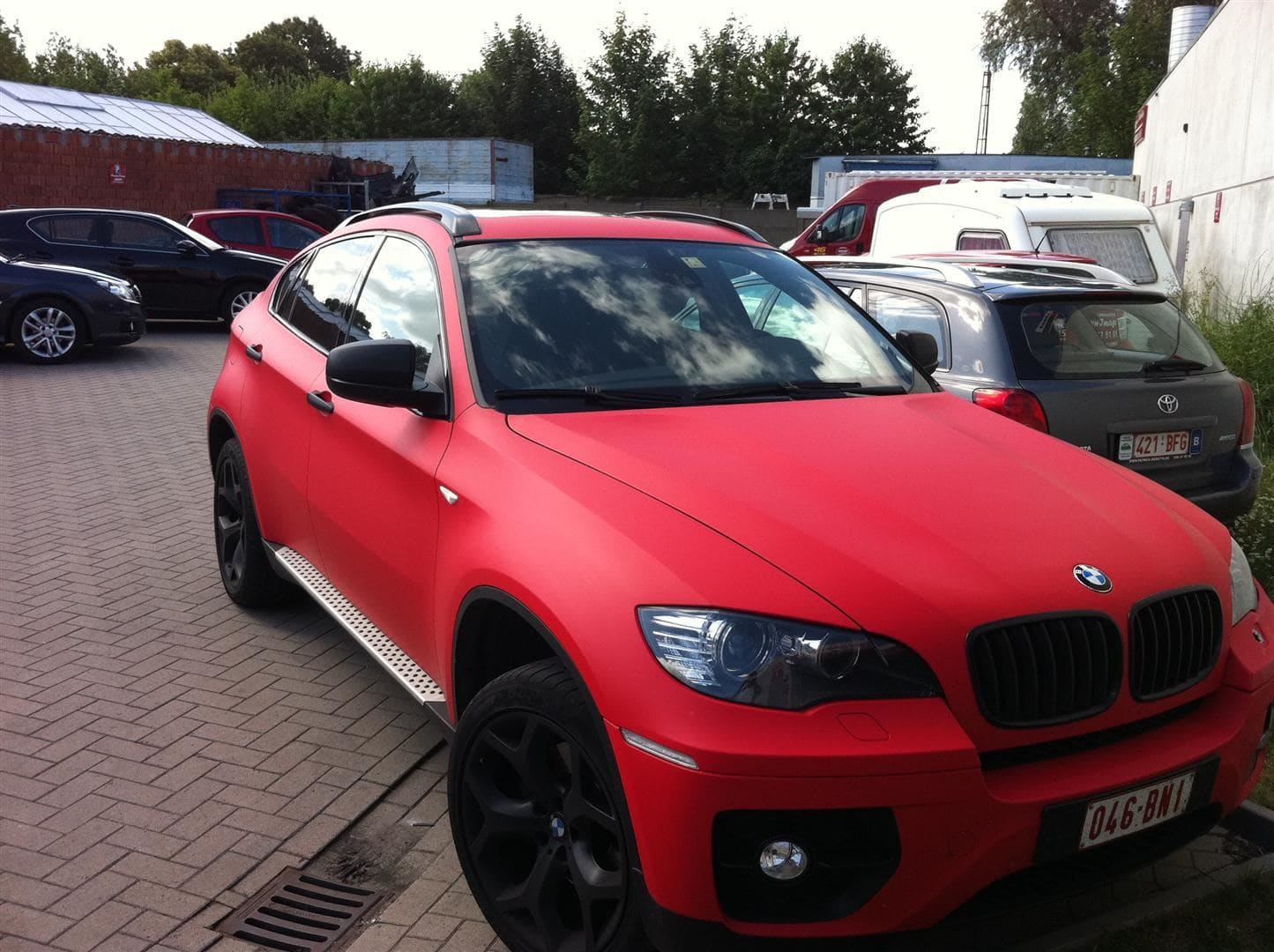 BMW X6 met Mat Rode Wrap, Carwrapping door Wrapmyride.nu Foto-nr:5455, ©2020