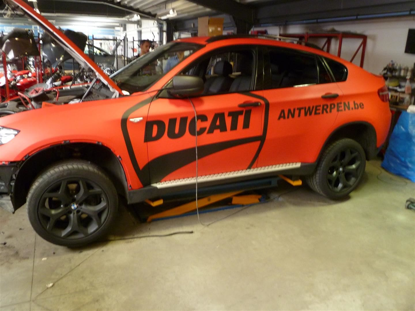 BMW X6 met Mat Rode Wrap, Carwrapping door Wrapmyride.nu Foto-nr:5462, ©2020