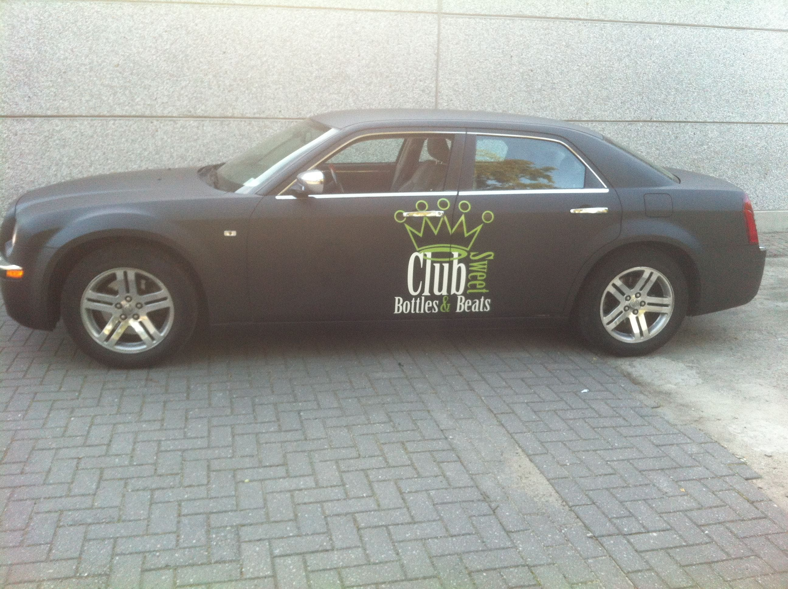Chrysler 300c voor Club Sweet, Carwrapping door Wrapmyride.nu Foto-nr:5577, ©2020
