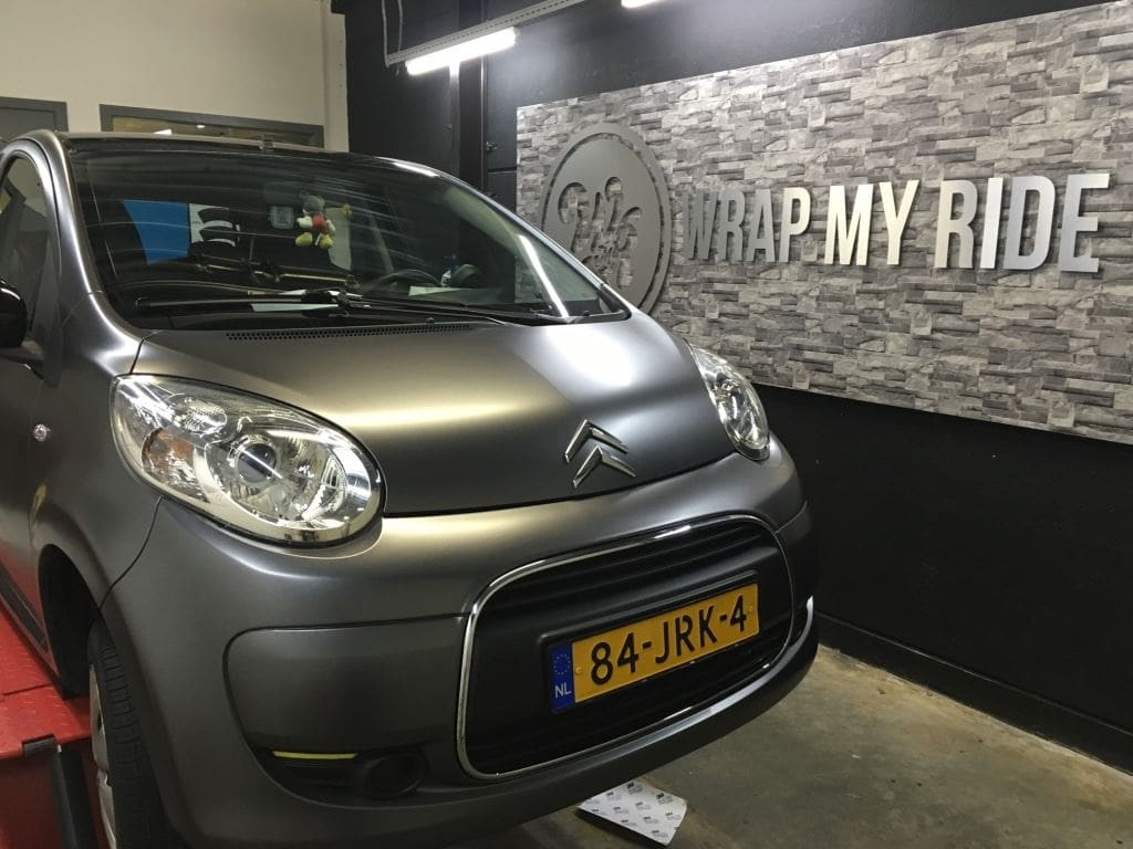 Citroen C1 satin Dark grey, Carwrapping door Wrapmyride.nu Foto-nr:8829, ©2021