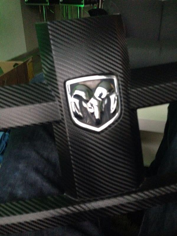 Dodge Nitro in een Glossy White Wrap met Carbon Accenten, Carwrapping door Wrapmyride.nu Foto-nr:5583, ©2020