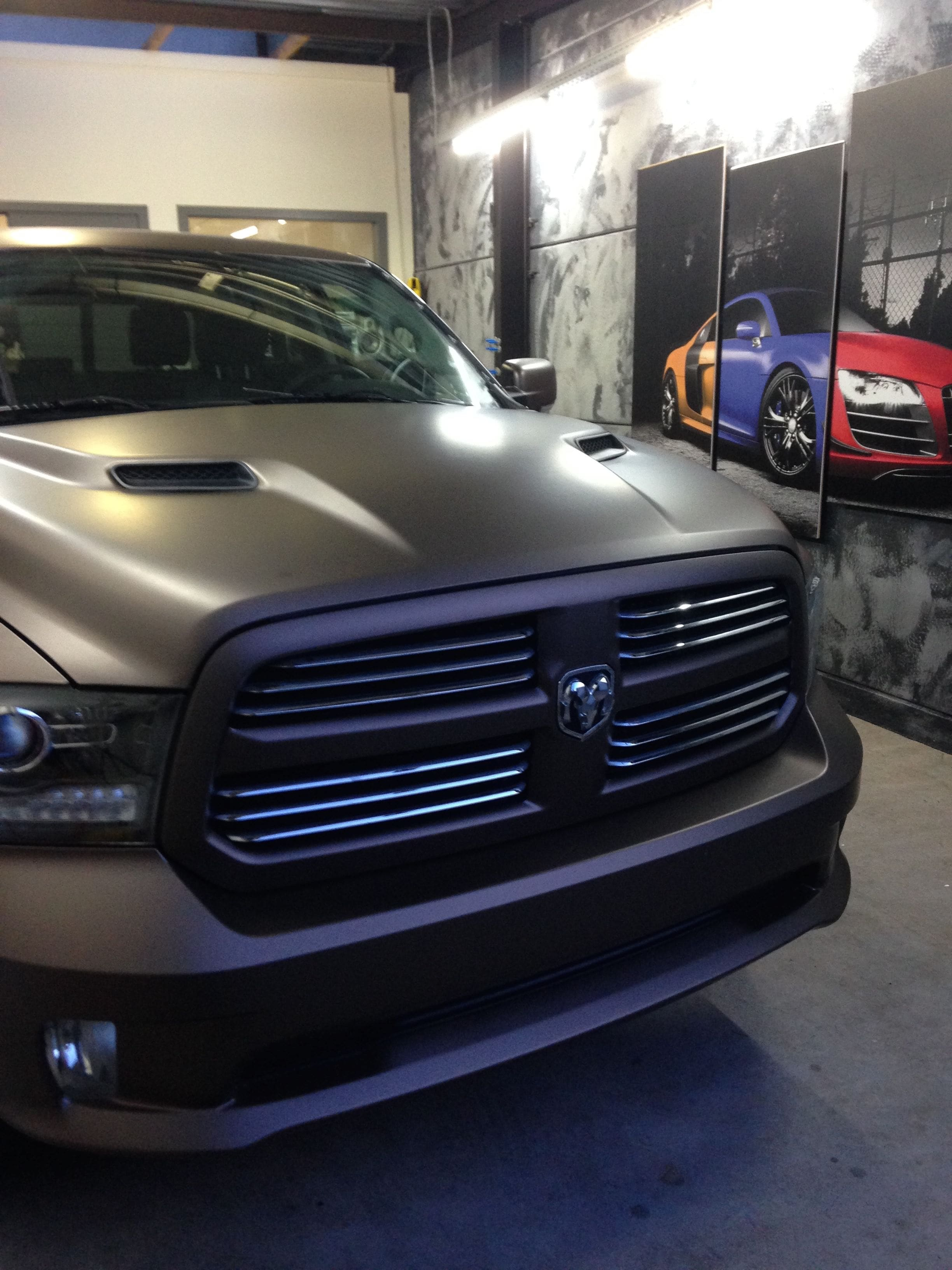 Dodge ram in een Mat metallic Brown Wrap, Carwrapping door Wrapmyride.nu Foto-nr:5598, ©2021