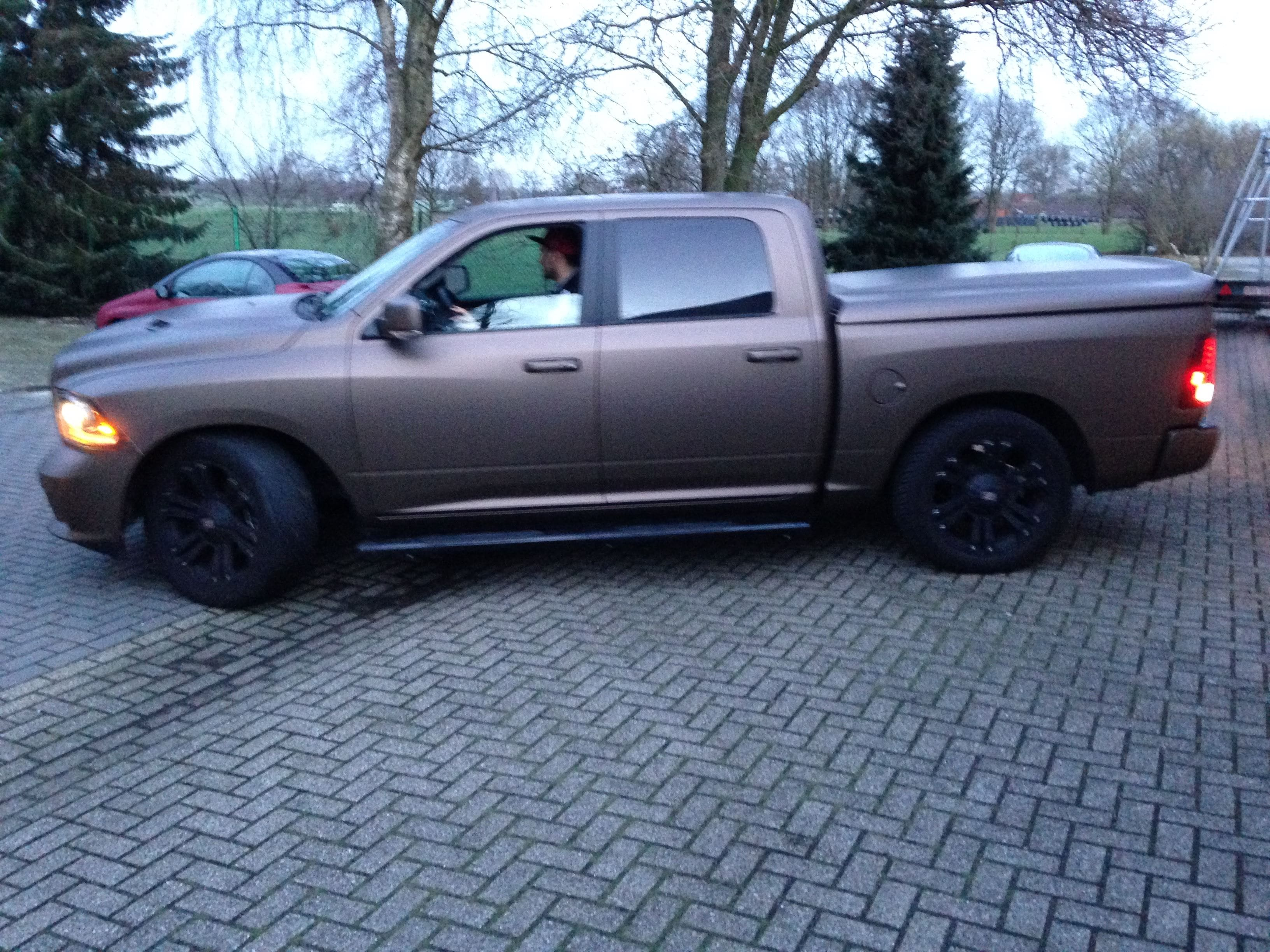 Dodge ram in een Mat metallic Brown Wrap, Carwrapping door Wrapmyride.nu Foto-nr:5603, ©2021