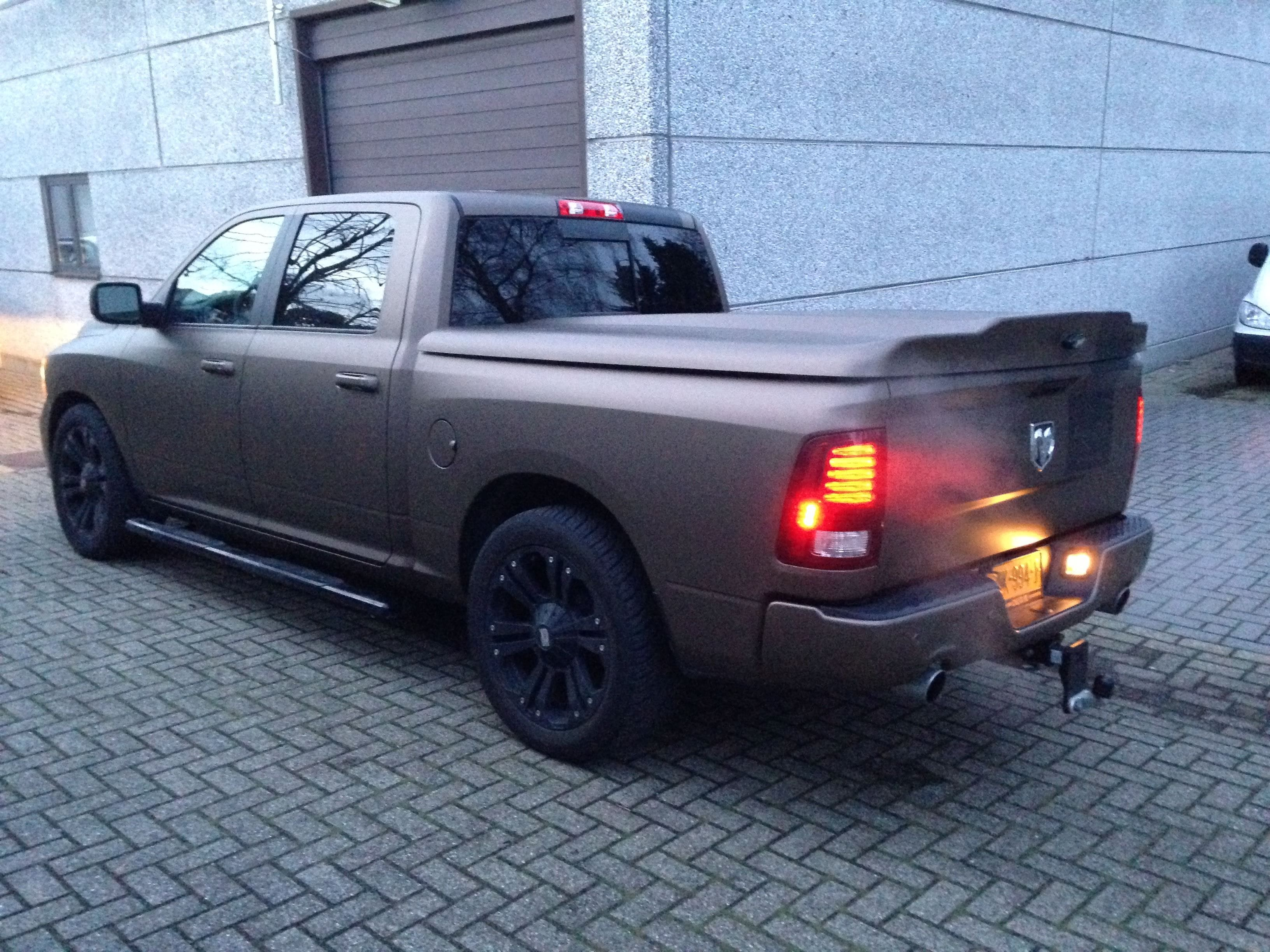 Dodge ram in een Mat metallic Brown Wrap, Carwrapping door Wrapmyride.nu Foto-nr:5605, ©2021