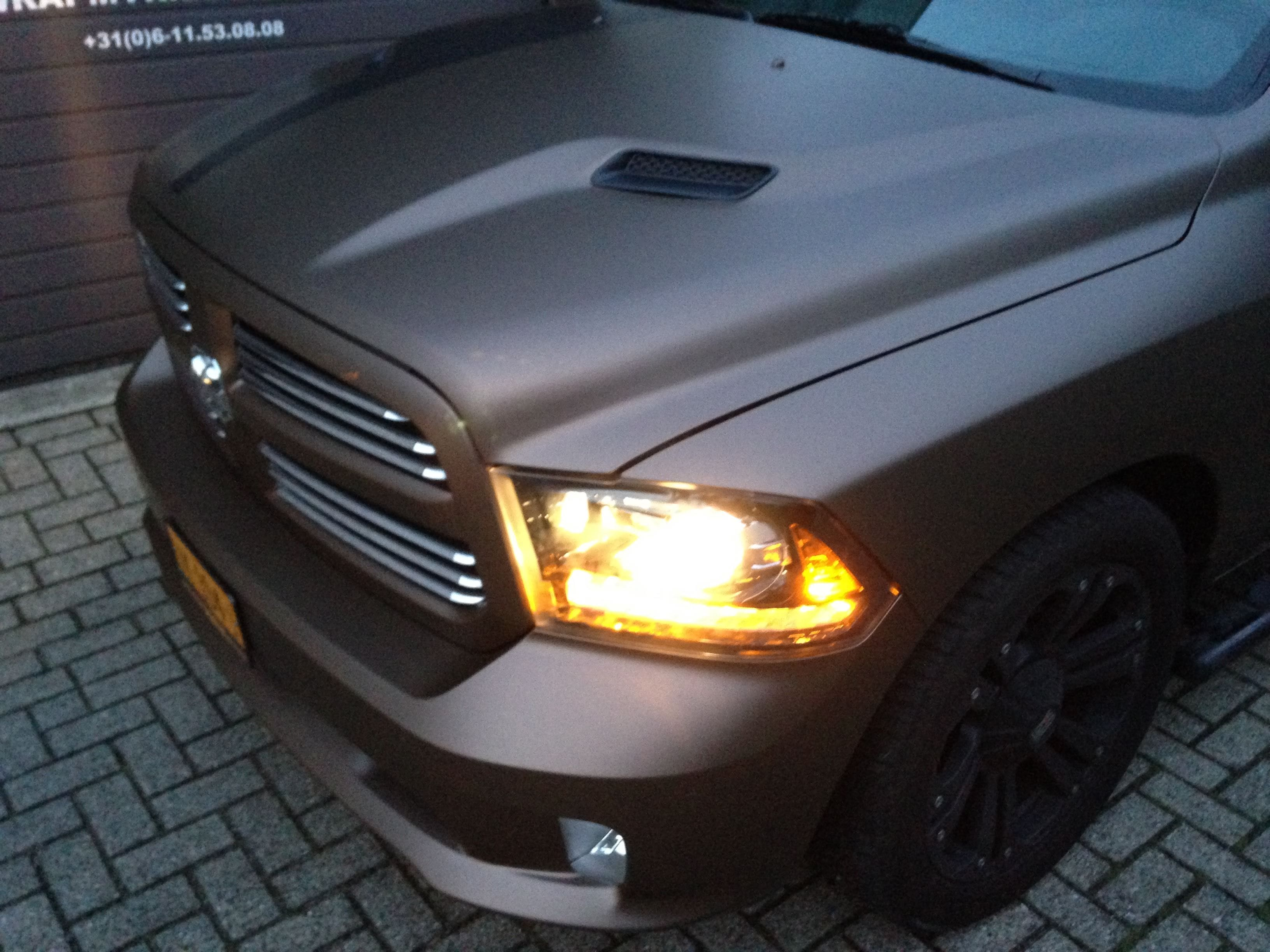 Dodge ram in een Mat metallic Brown Wrap, Carwrapping door Wrapmyride.nu Foto-nr:5609, ©2020