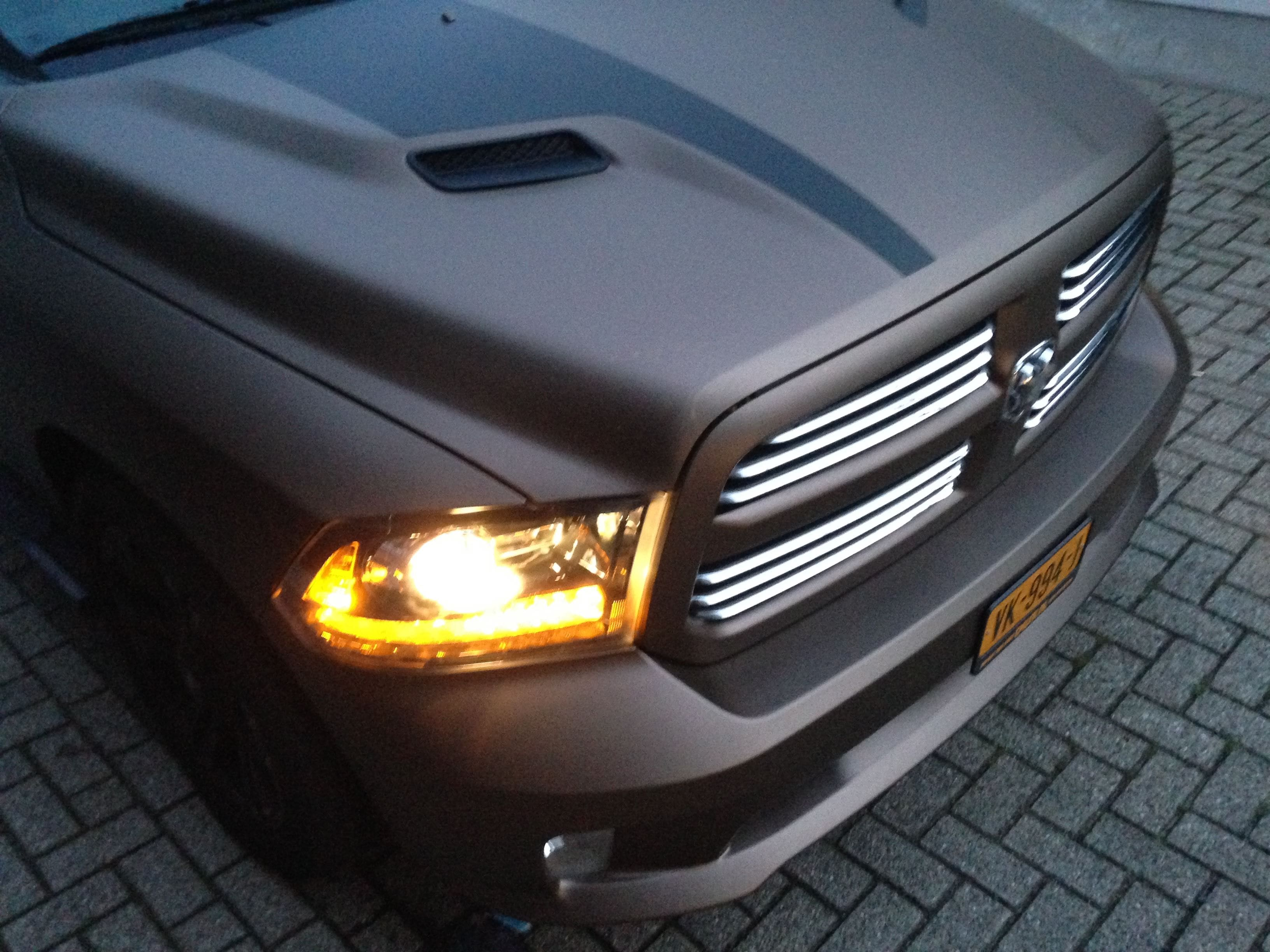 Dodge ram in een Mat metallic Brown Wrap, Carwrapping door Wrapmyride.nu Foto-nr:5610, ©2021