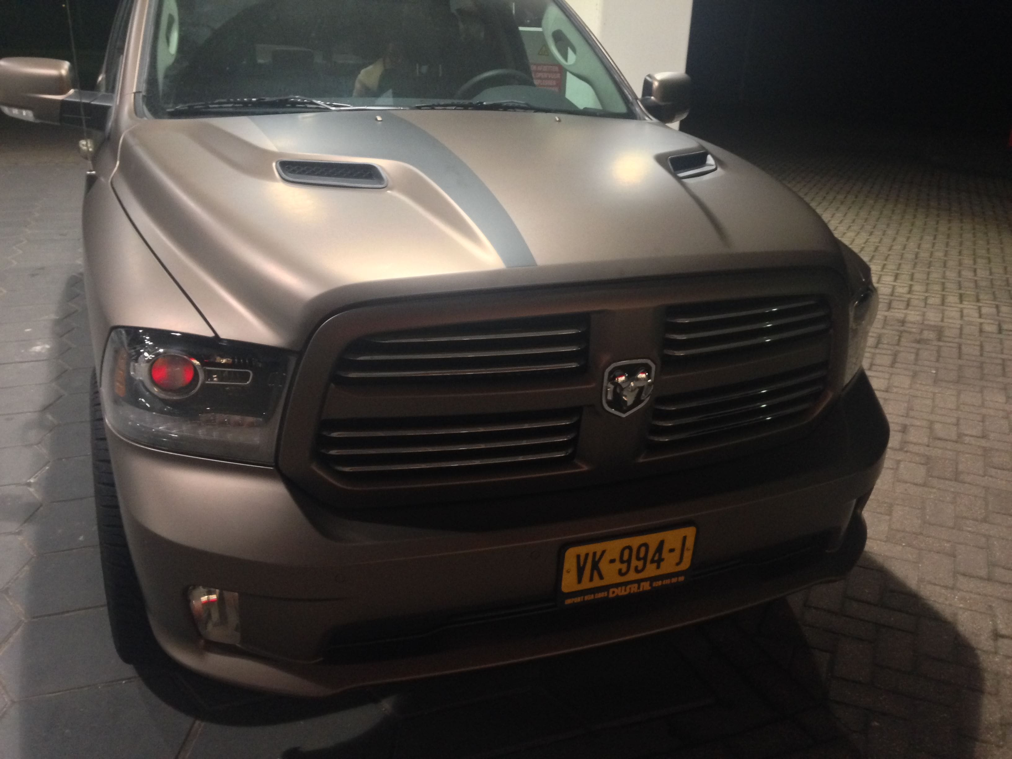 Dodge ram in een Mat metallic Brown Wrap, Carwrapping door Wrapmyride.nu Foto-nr:5613, ©2020