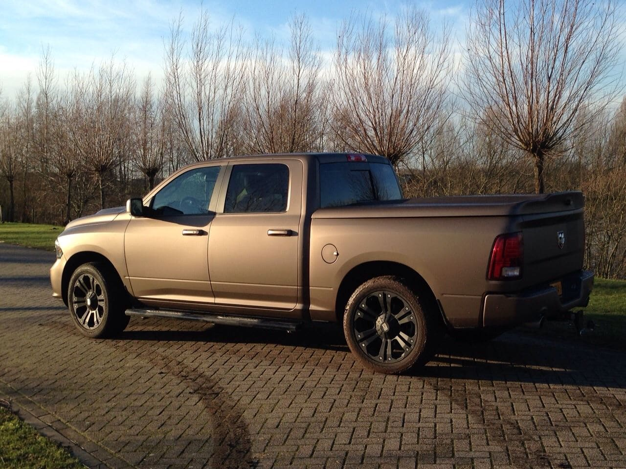 Dodge ram in een Mat metallic Brown Wrap, Carwrapping door Wrapmyride.nu Foto-nr:5617, ©2021