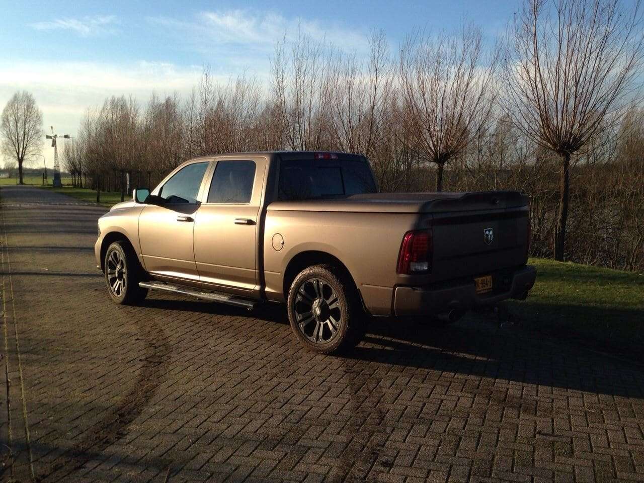 Dodge ram in een Mat metallic Brown Wrap, Carwrapping door Wrapmyride.nu Foto-nr:5618, ©2021
