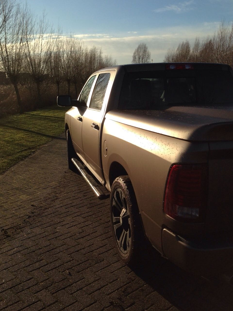 Dodge ram in een Mat metallic Brown Wrap, Carwrapping door Wrapmyride.nu Foto-nr:5619, ©2021