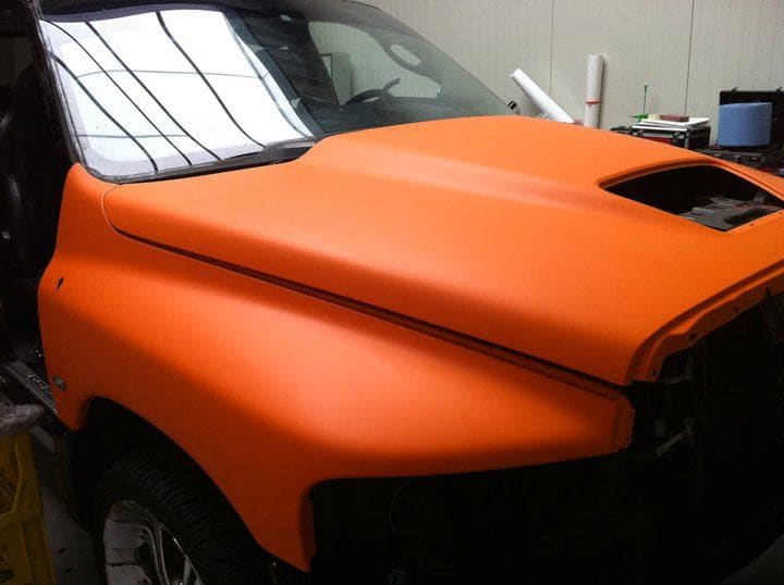 Dodge Ram in een Mat Oranje Wrap met Viper Stripes, Carwrapping door Wrapmyride.nu Foto-nr:5645, ©2020