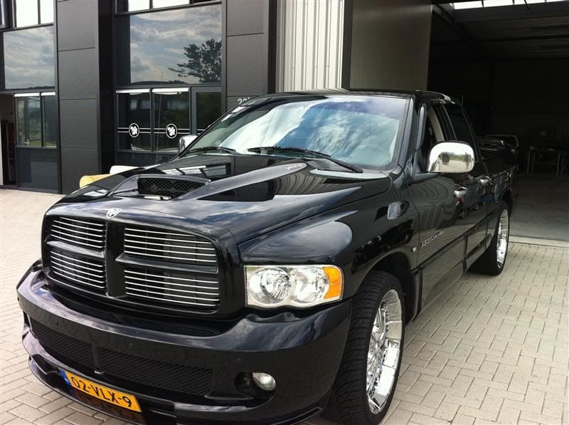 Dodge Ram in een Mat Oranje Wrap met Viper Stripes, Carwrapping door Wrapmyride.nu Foto-nr:5650, ©2020