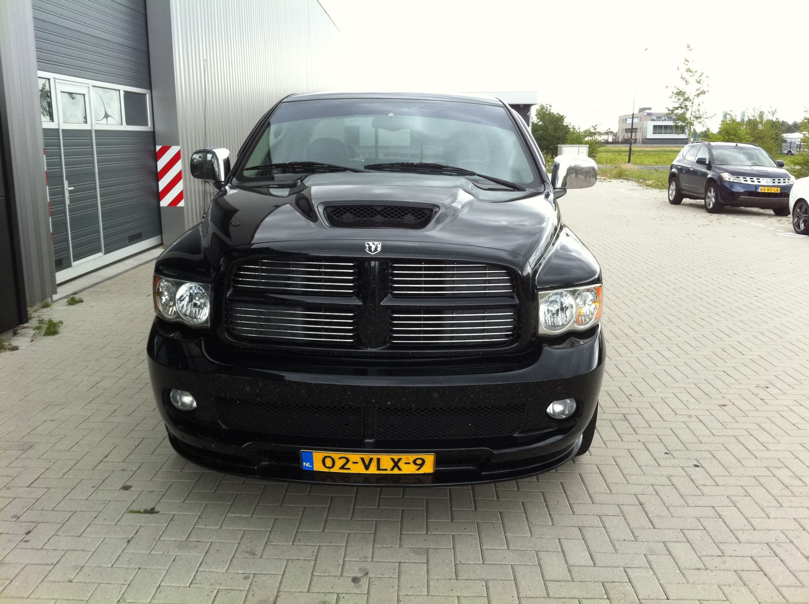 Dodge Ram in een Mat Oranje Wrap met Viper Stripes, Carwrapping door Wrapmyride.nu Foto-nr:5660, ©2020
