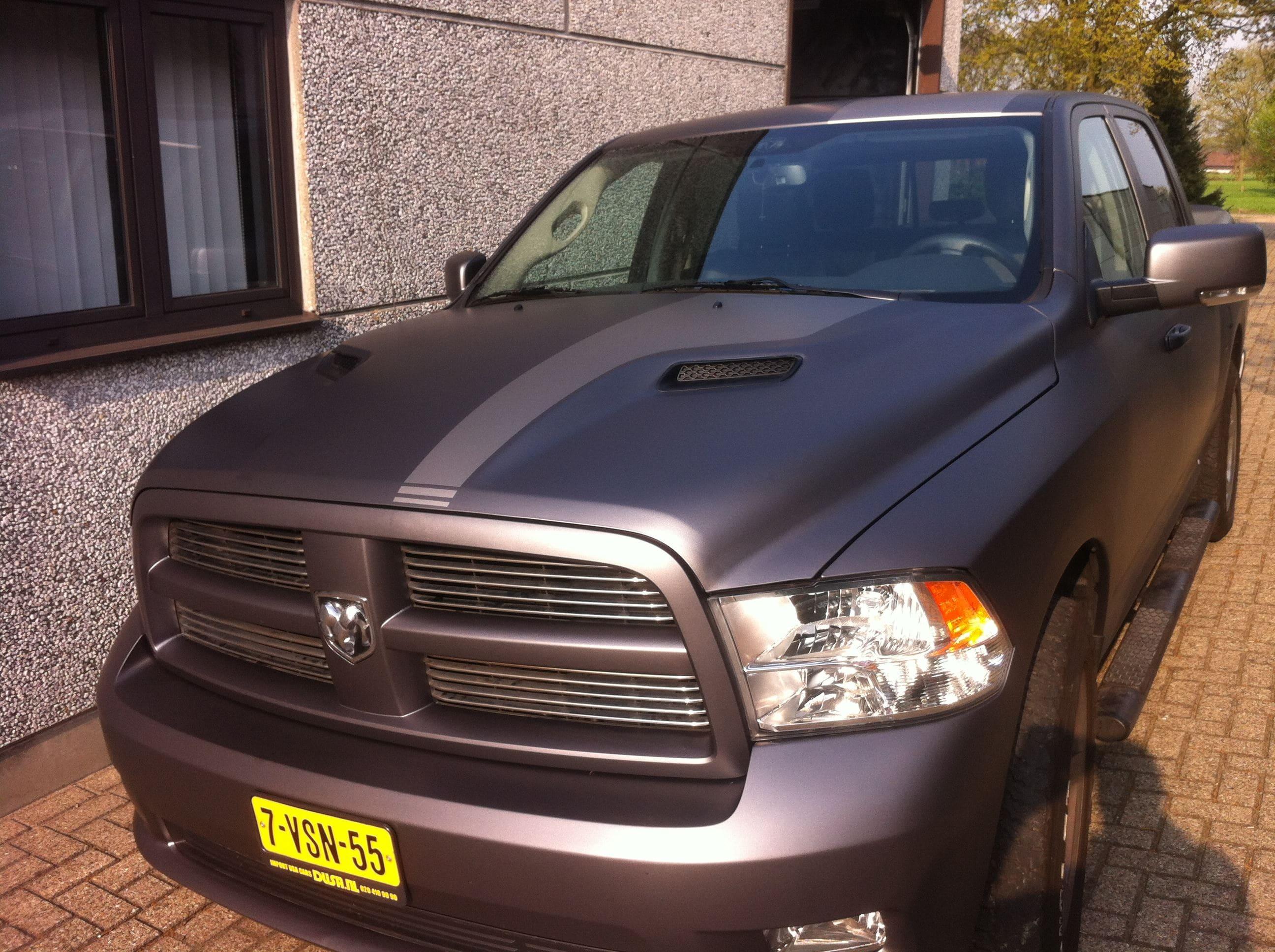 Dodge ram met een Gunpowder Wrap, Carwrapping door Wrapmyride.nu Foto-nr:5626, ©2020
