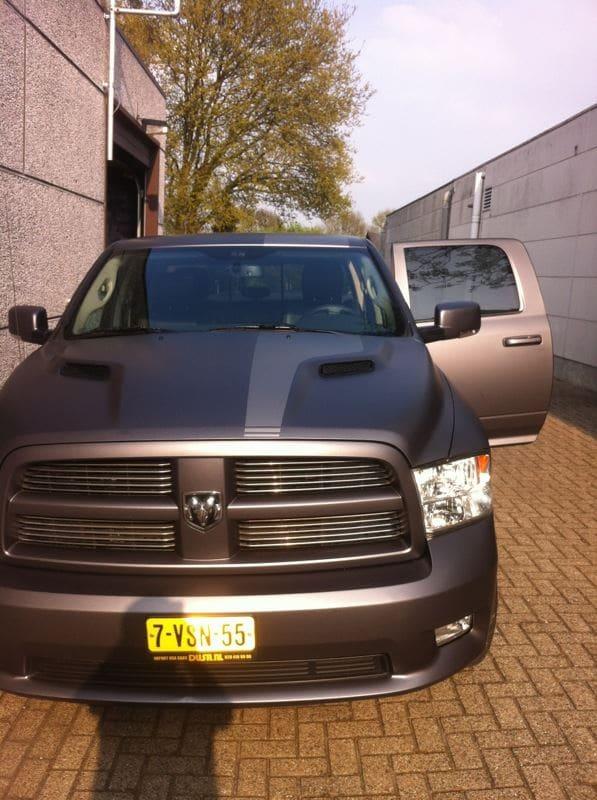Dodge ram met een Gunpowder Wrap, Carwrapping door Wrapmyride.nu Foto-nr:5627, ©2020