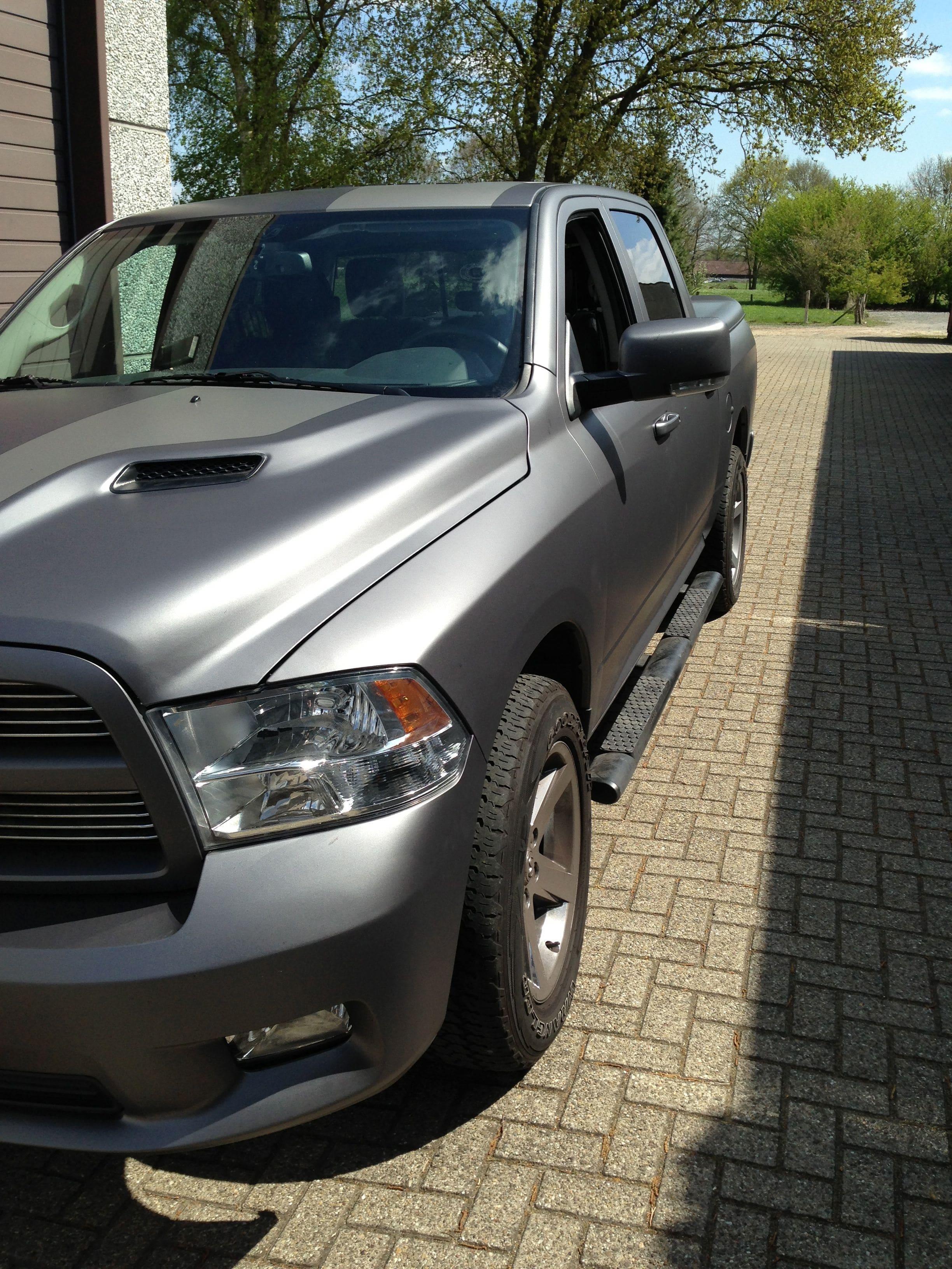 Dodge ram met een Gunpowder Wrap, Carwrapping door Wrapmyride.nu Foto-nr:5637, ©2020