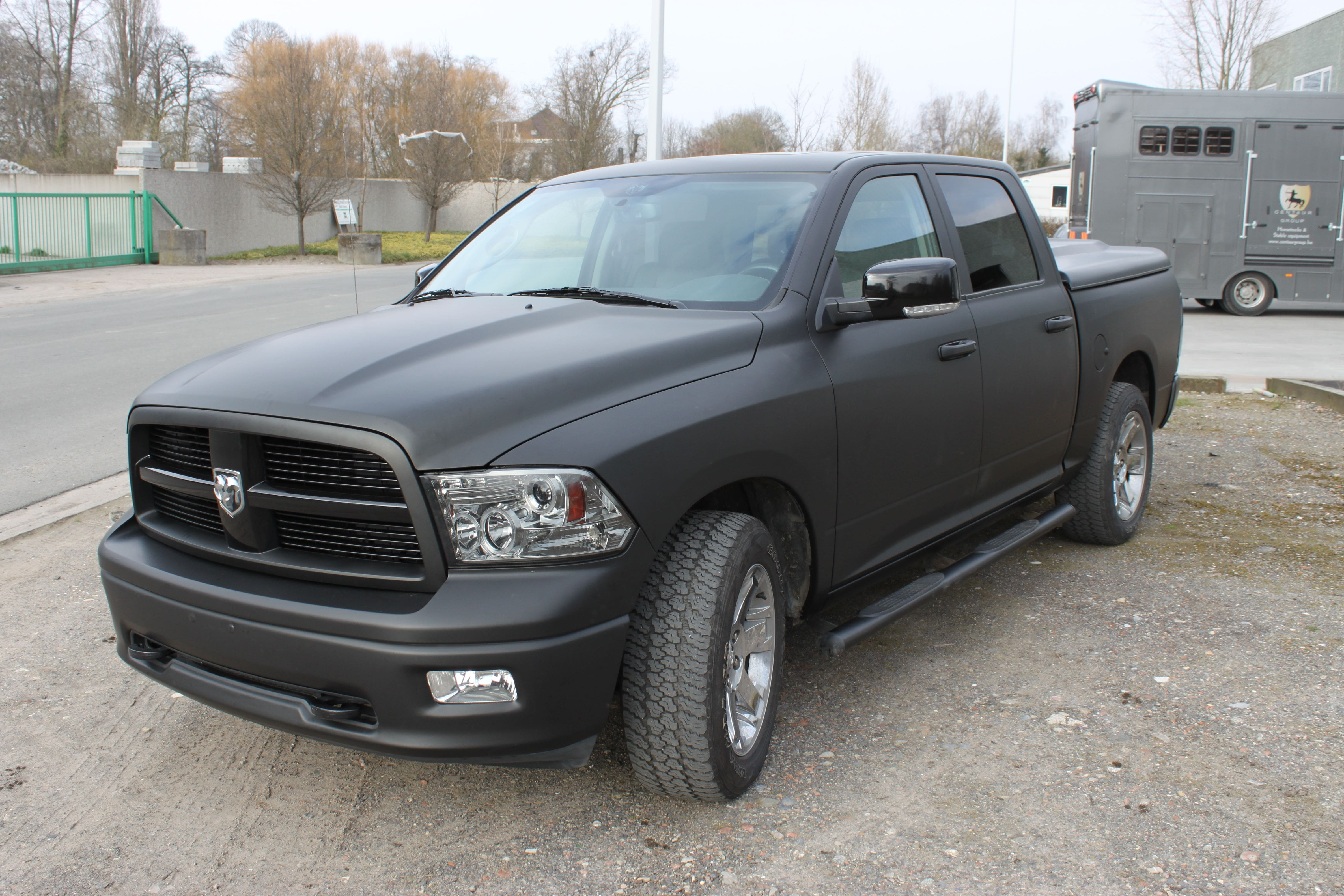 Dodge Ram met Mat Zwarte Wrap, Carwrapping door Wrapmyride.nu Foto-nr:5679, ©2020