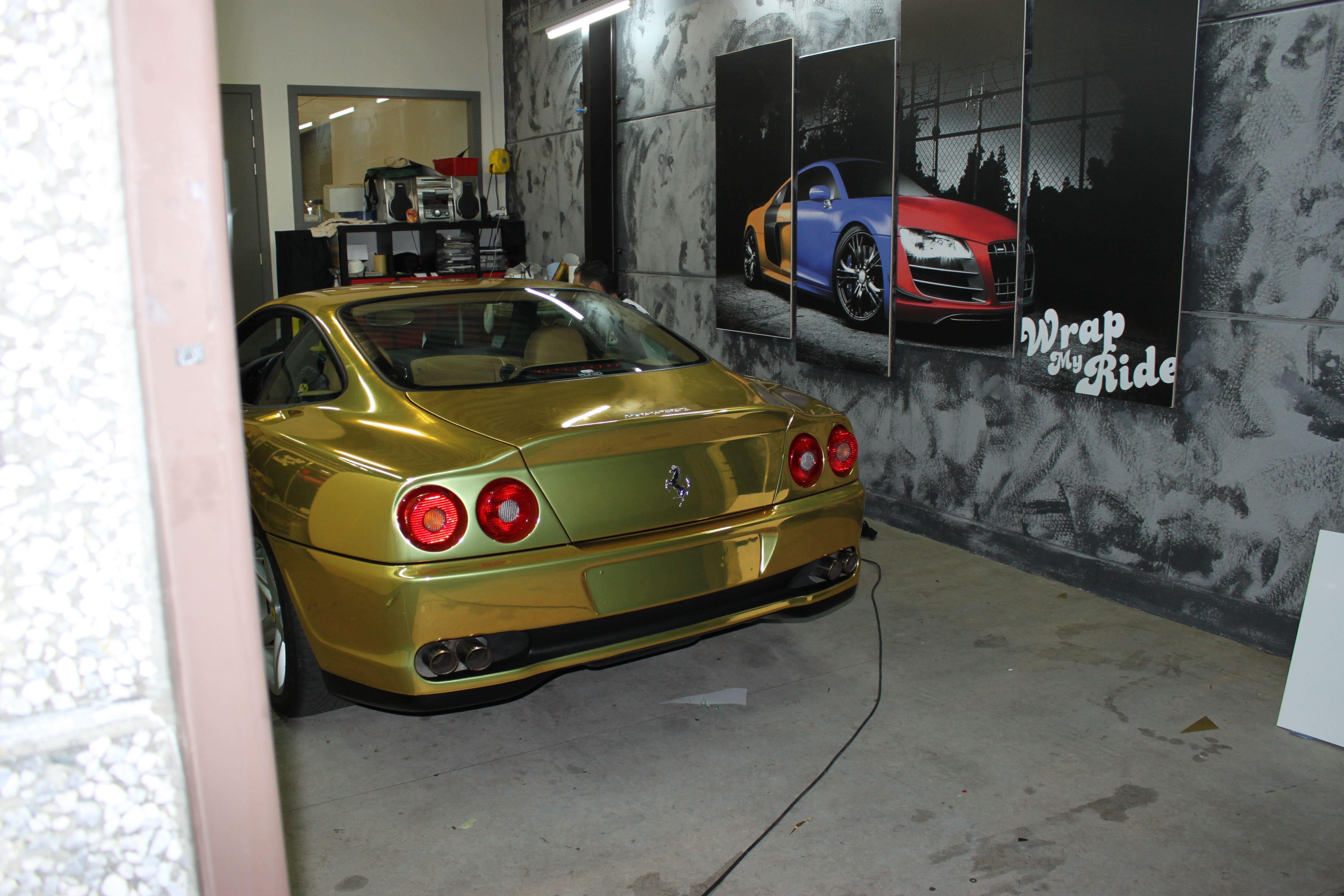 Ferrari 575 met Goud Chrome Wrap., Carwrapping door Wrapmyride.nu Foto-nr:5706, ©2021