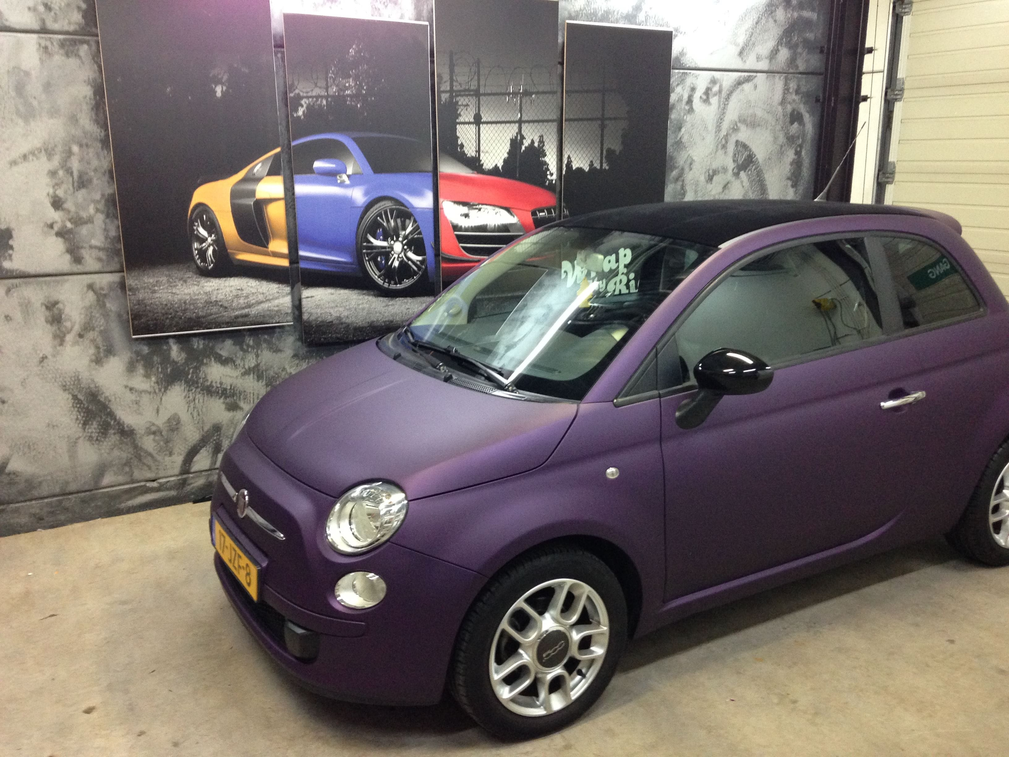 Fiat 500 met Cyber Grape Wrap, Carwrapping door Wrapmyride.nu Foto-nr:5713, ©2021