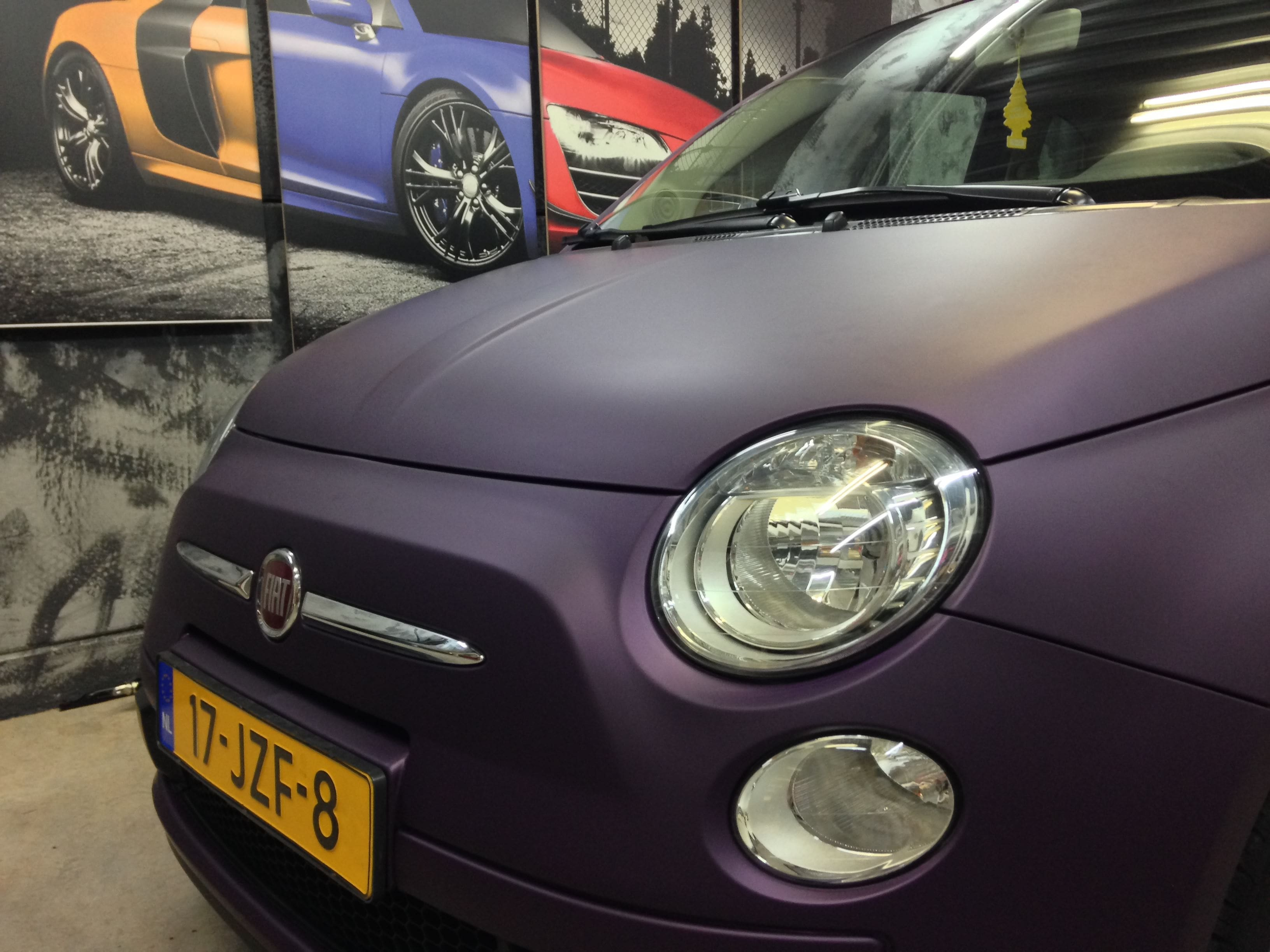 Fiat 500 met Cyber Grape Wrap, Carwrapping door Wrapmyride.nu Foto-nr:5715, ©2021
