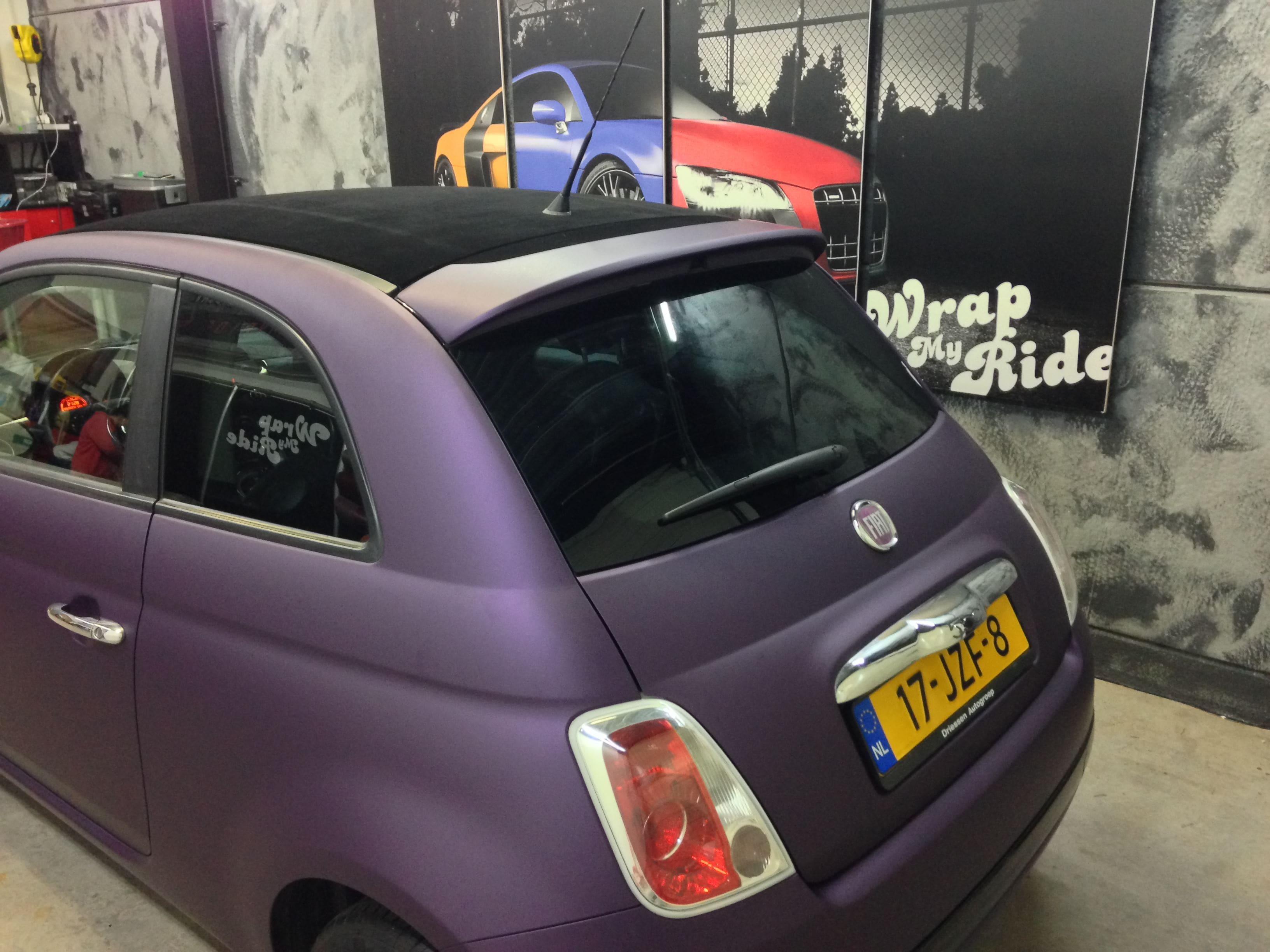 Fiat 500 met Cyber Grape Wrap, Carwrapping door Wrapmyride.nu Foto-nr:5716, ©2020
