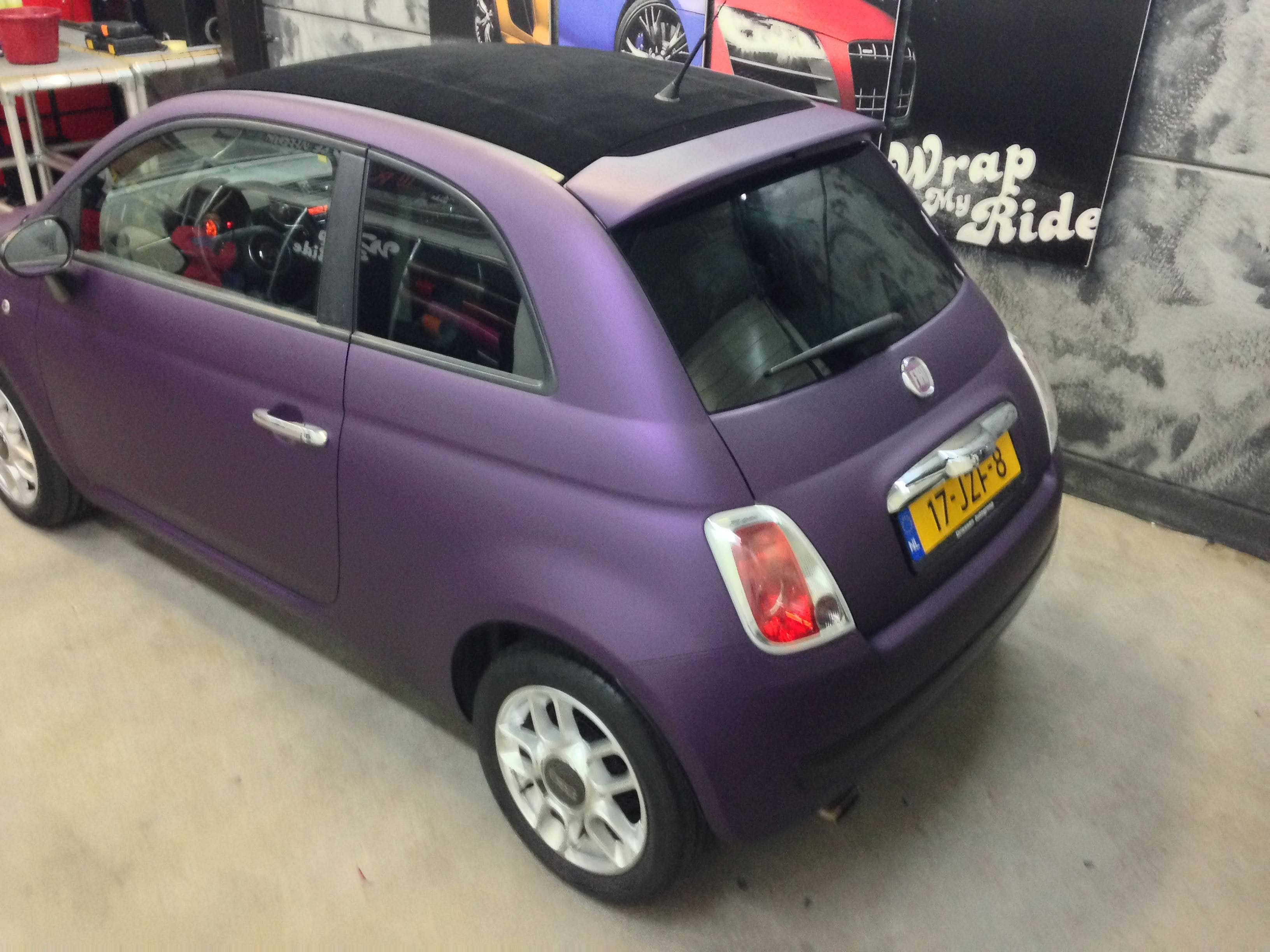 Fiat 500 met Cyber Grape Wrap, Carwrapping door Wrapmyride.nu Foto-nr:5717, ©2021
