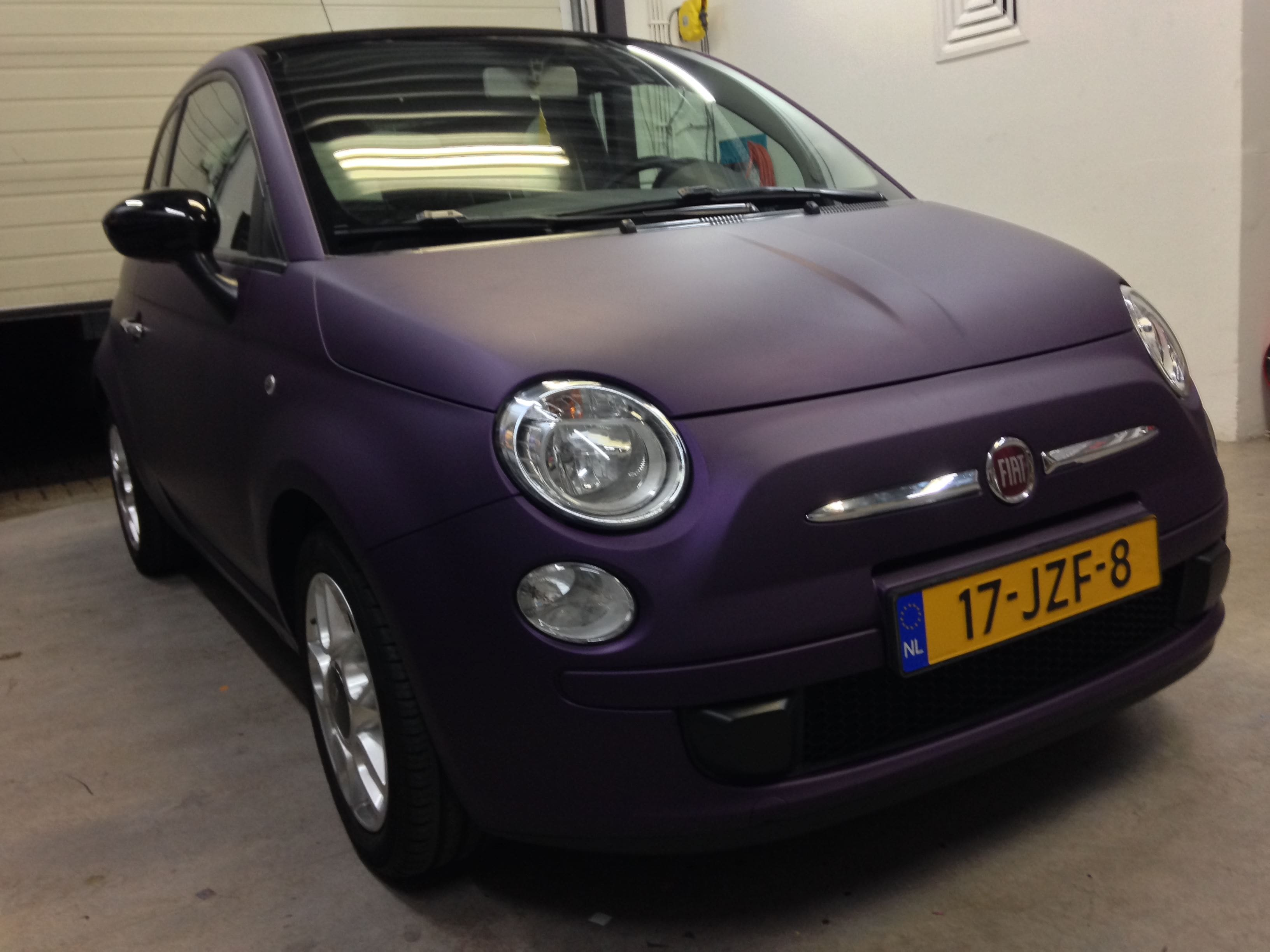 Fiat 500 met Cyber Grape Wrap, Carwrapping door Wrapmyride.nu Foto-nr:5720, ©2021