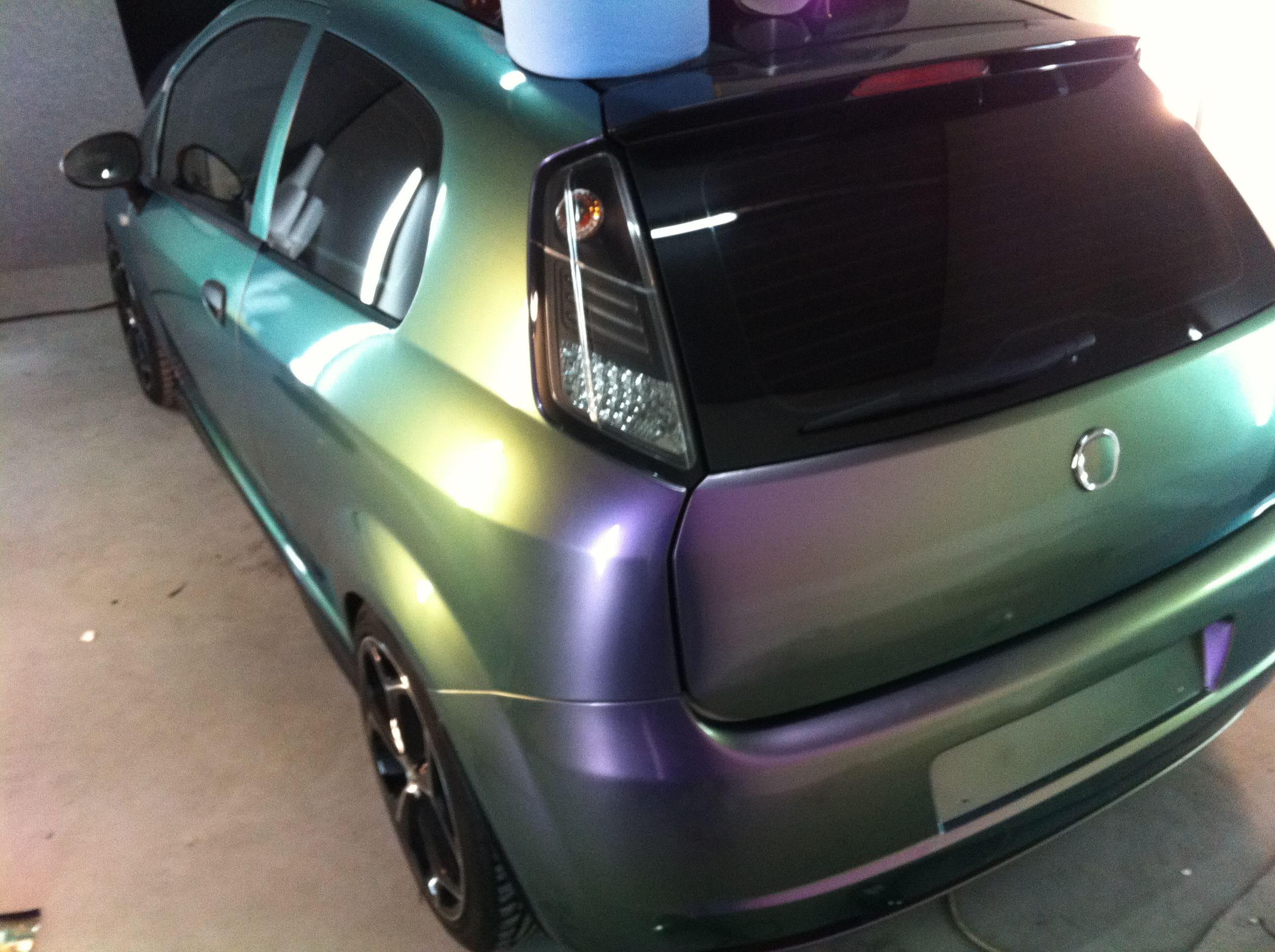Fiat Grande Punto in een Chameleon Color Wrap, Carwrapping door Wrapmyride.nu Foto-nr:5747, ©2020