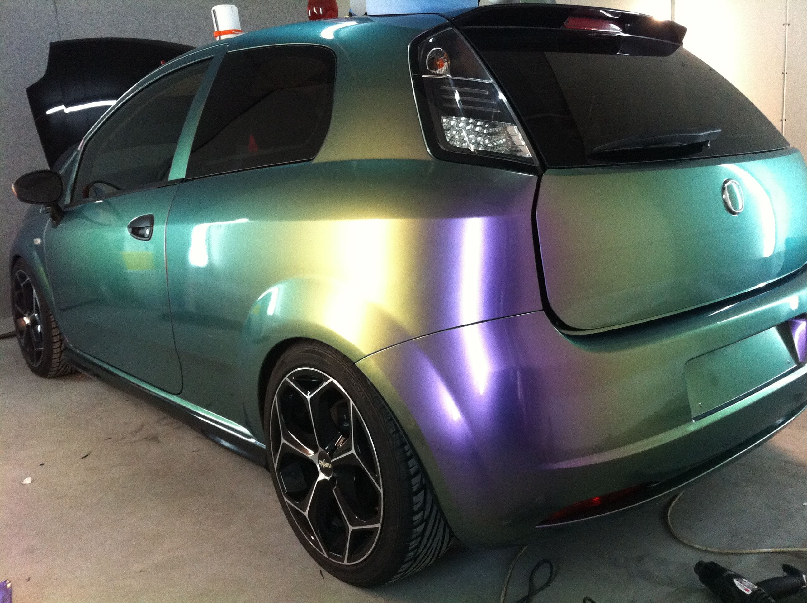 Fiat Grande Punto in een Chameleon Color Wrap, Carwrapping door Wrapmyride.nu Foto-nr:5748, ©2020
