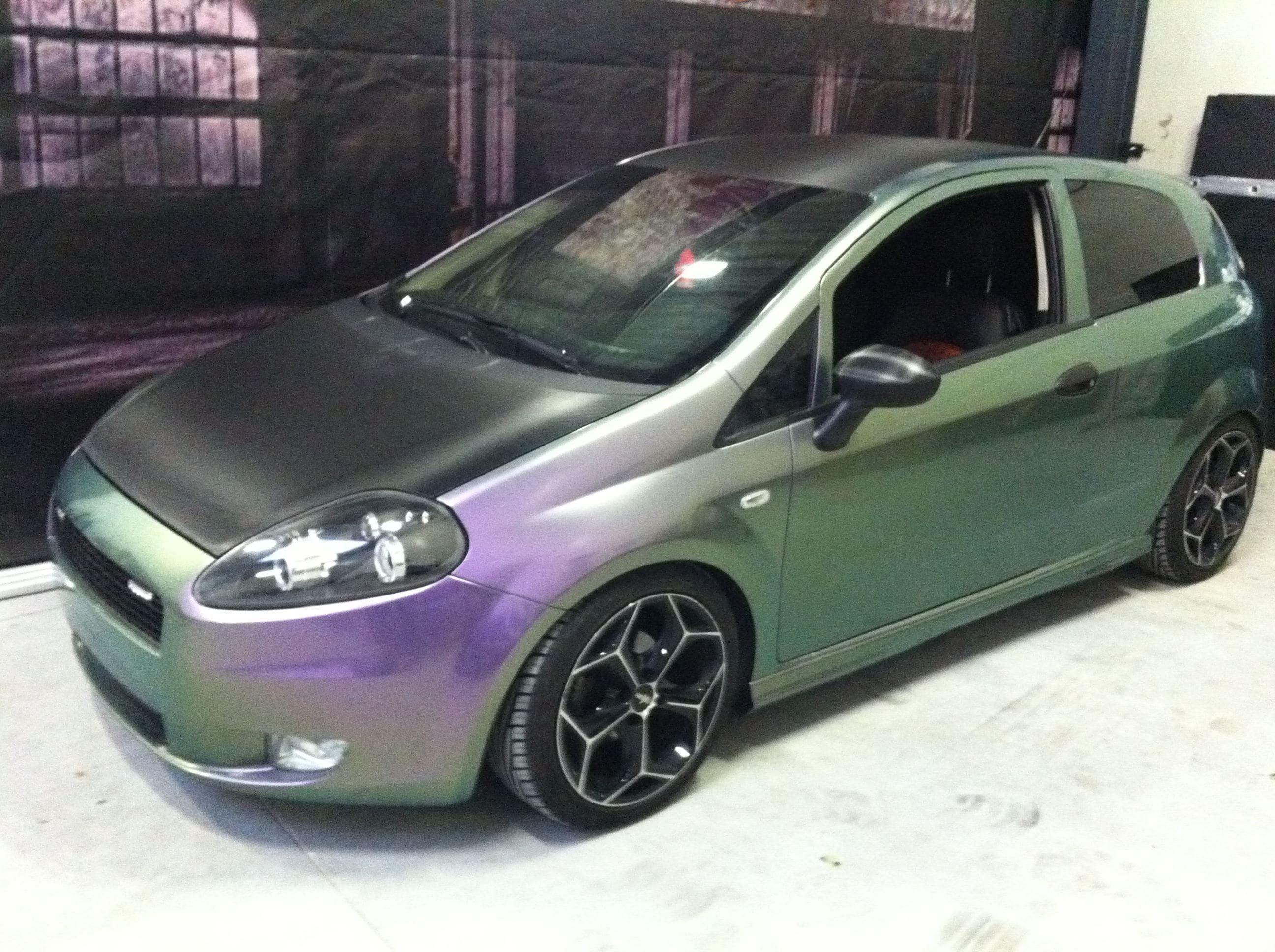 Fiat Grande Punto in een Chameleon Color Wrap, Carwrapping door Wrapmyride.nu Foto-nr:5752, ©2020